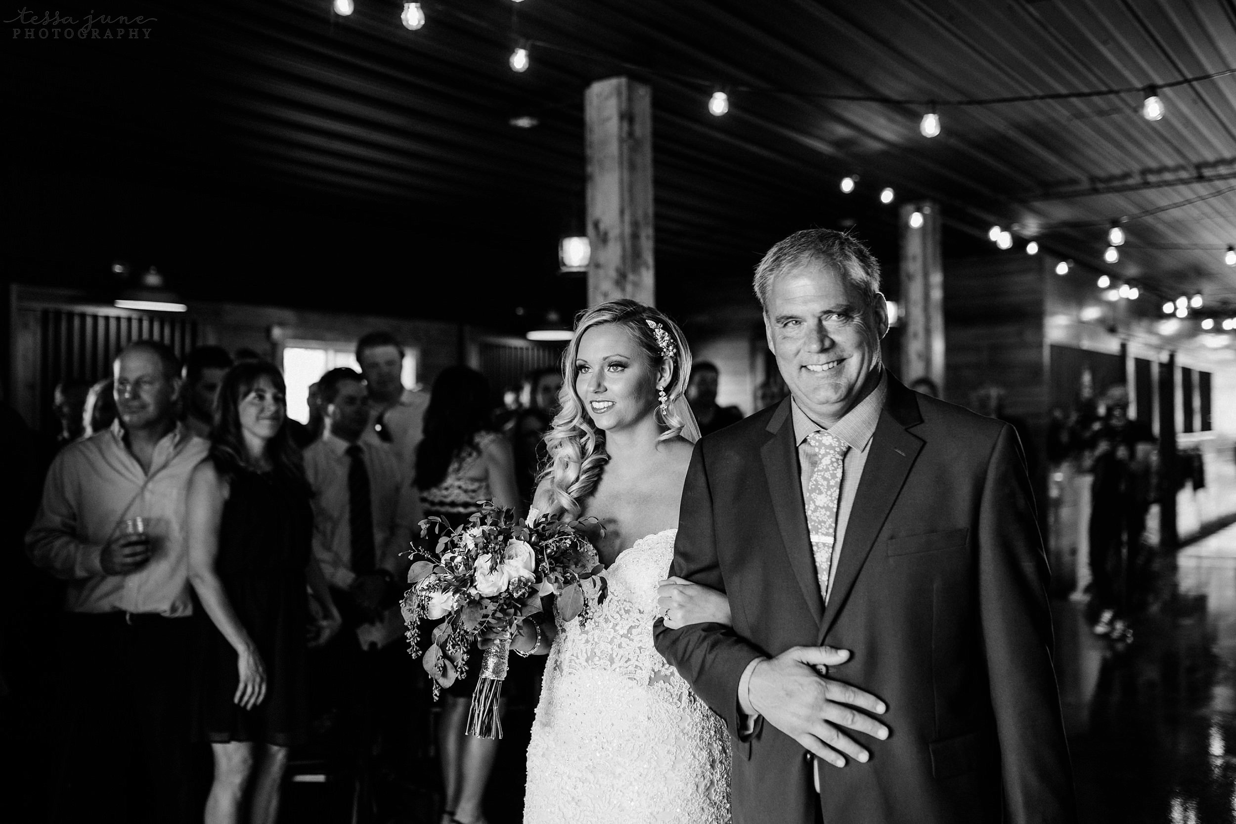 carlos-creek-winery-wedding-alexandria-minnesota-glam-elegant-floral-100.jpg