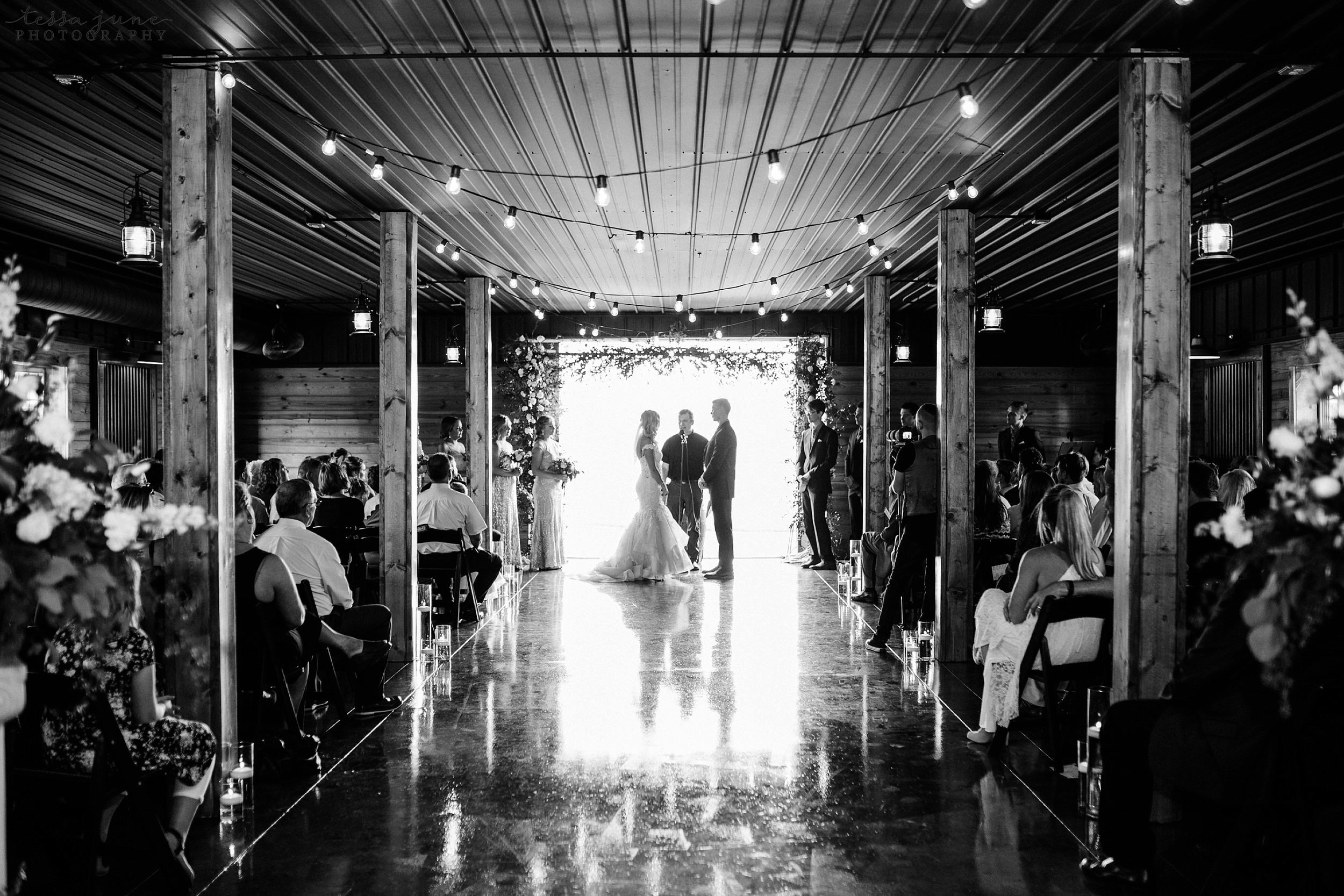 carlos-creek-winery-wedding-alexandria-minnesota-glam-elegant-floral-107.jpg