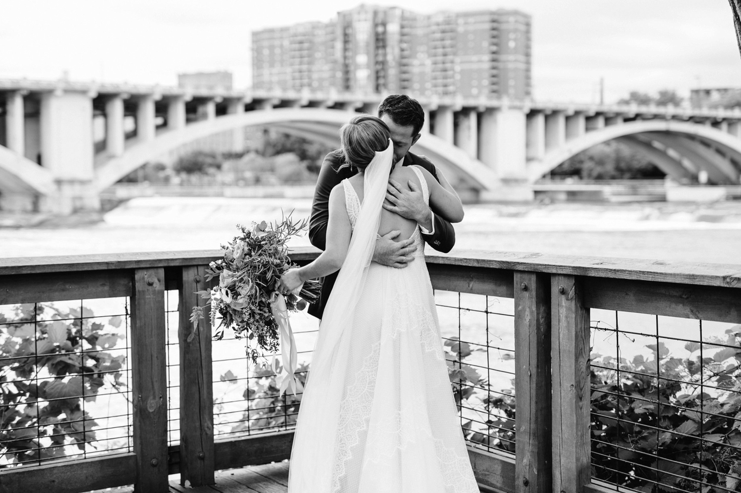 Nicollet-Island-Pavilion-Minneapolis-September-Coral-Navy-Wedding-33.jpg
