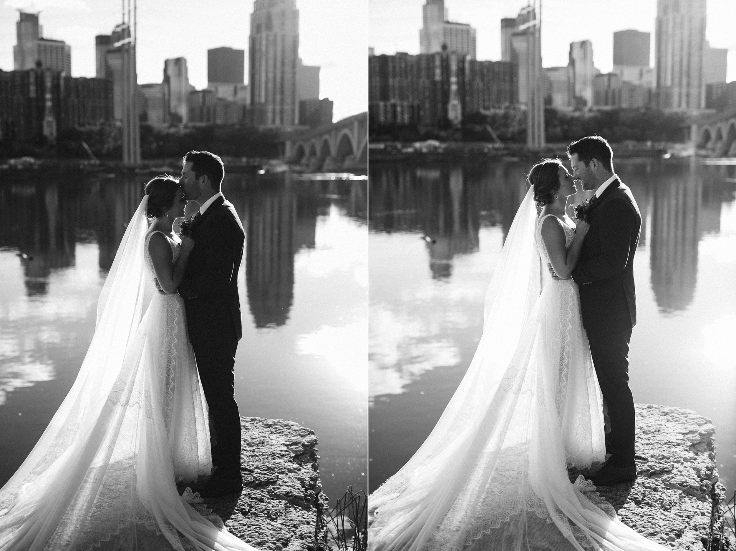 Nicollet-Island-Pavilion-Minneapolis-September-Coral-Navy-Wedding-73.jpg