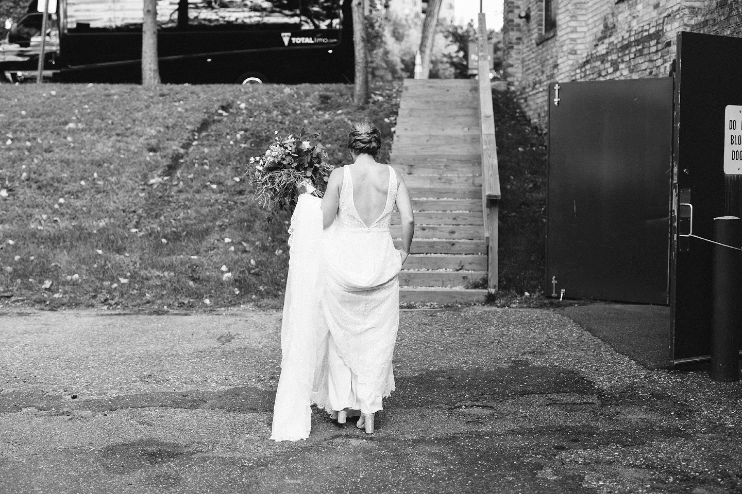 Nicollet-Island-Pavilion-Minneapolis-September-Coral-Navy-Wedding-94.jpg