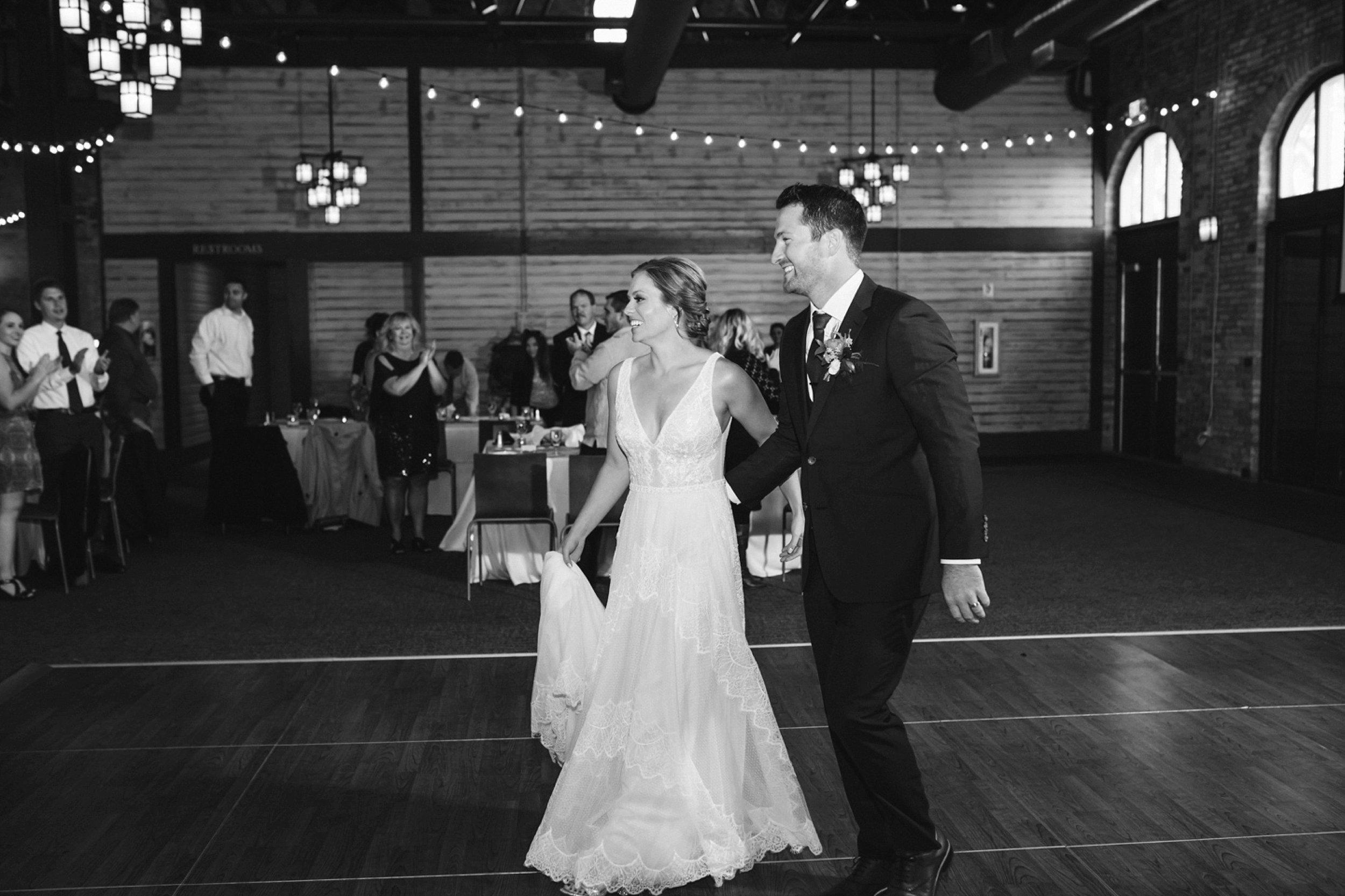 Nicollet-Island-Pavilion-Minneapolis-September-Coral-Navy-Wedding-137.jpg