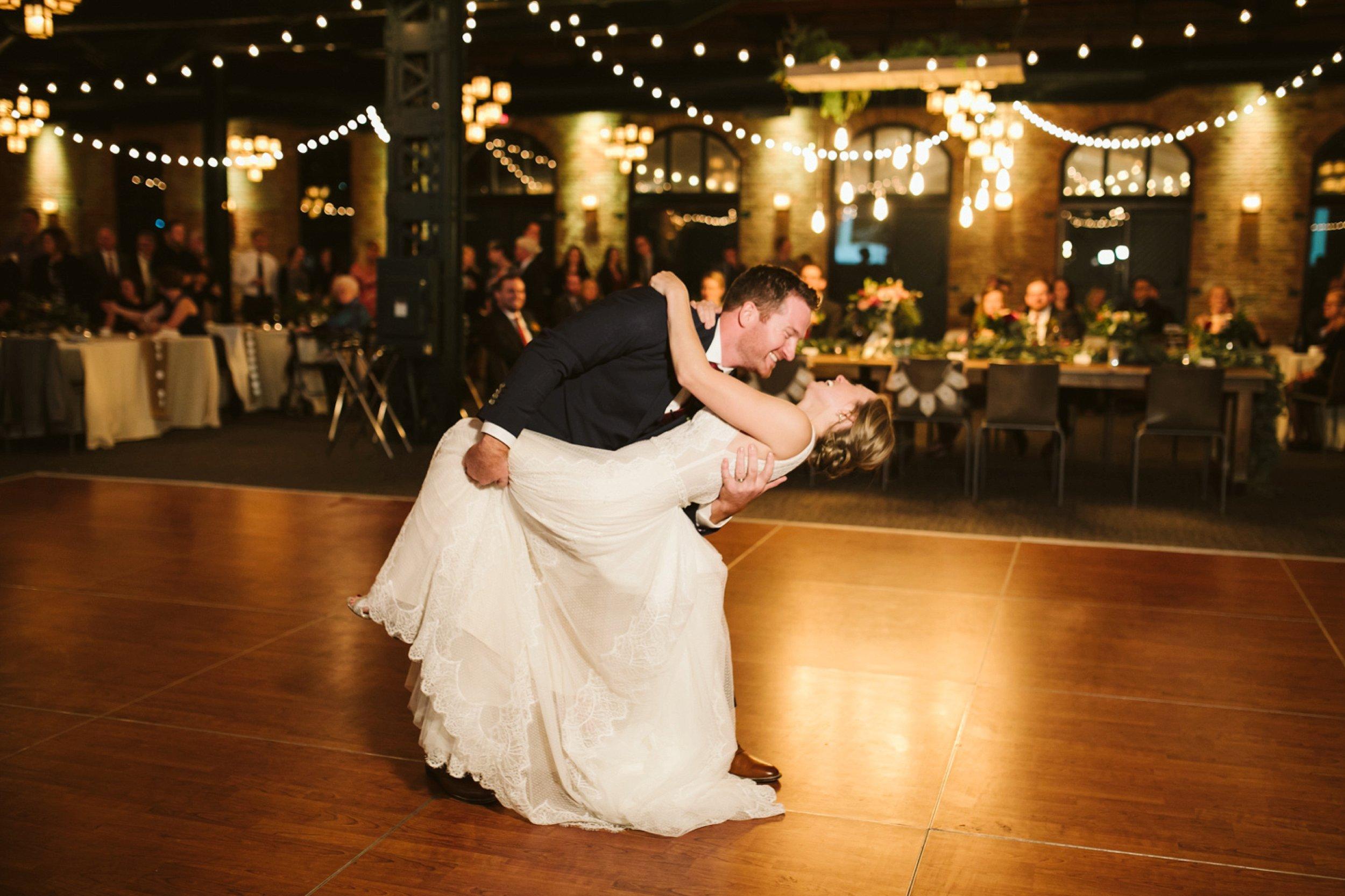 Nicollet-Island-Pavilion-Minneapolis-September-Coral-Navy-Wedding-169.jpg
