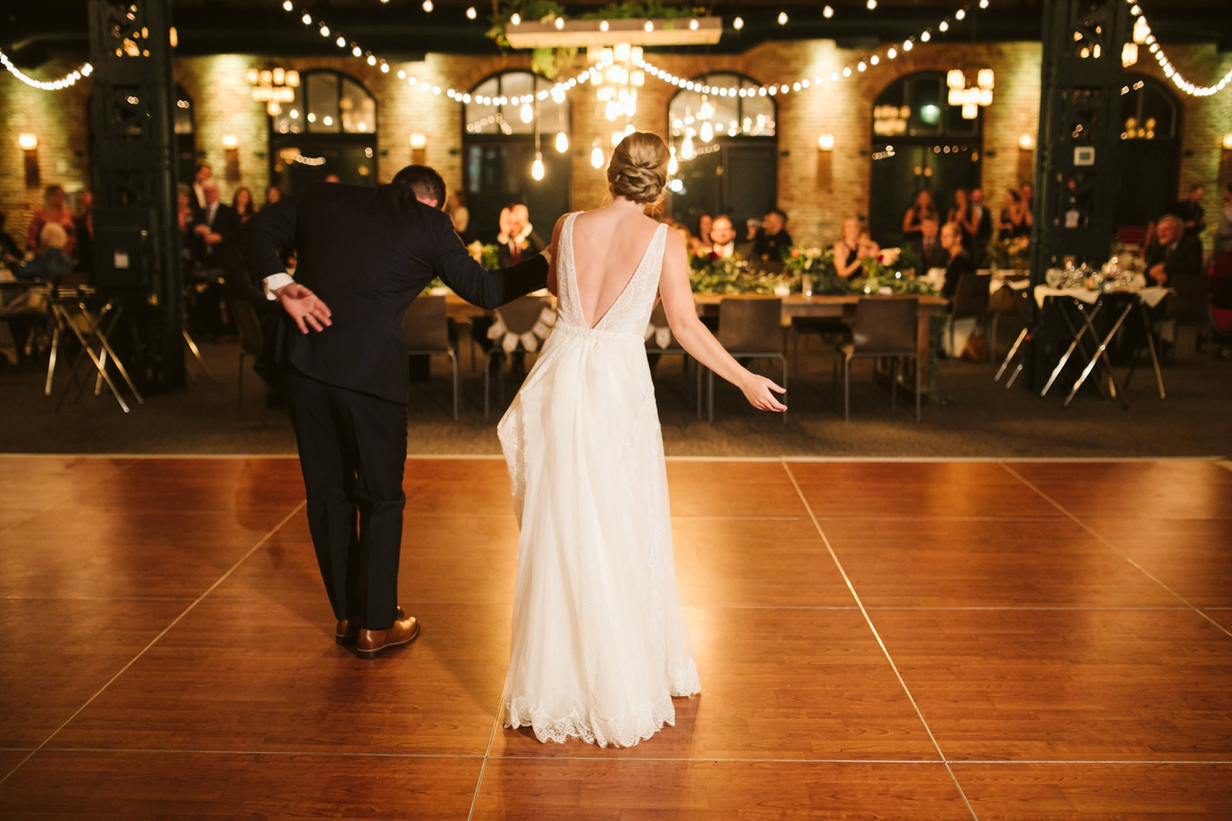 Nicollet-Island-Pavilion-Minneapolis-September-Coral-Navy-Wedding-172.jpg