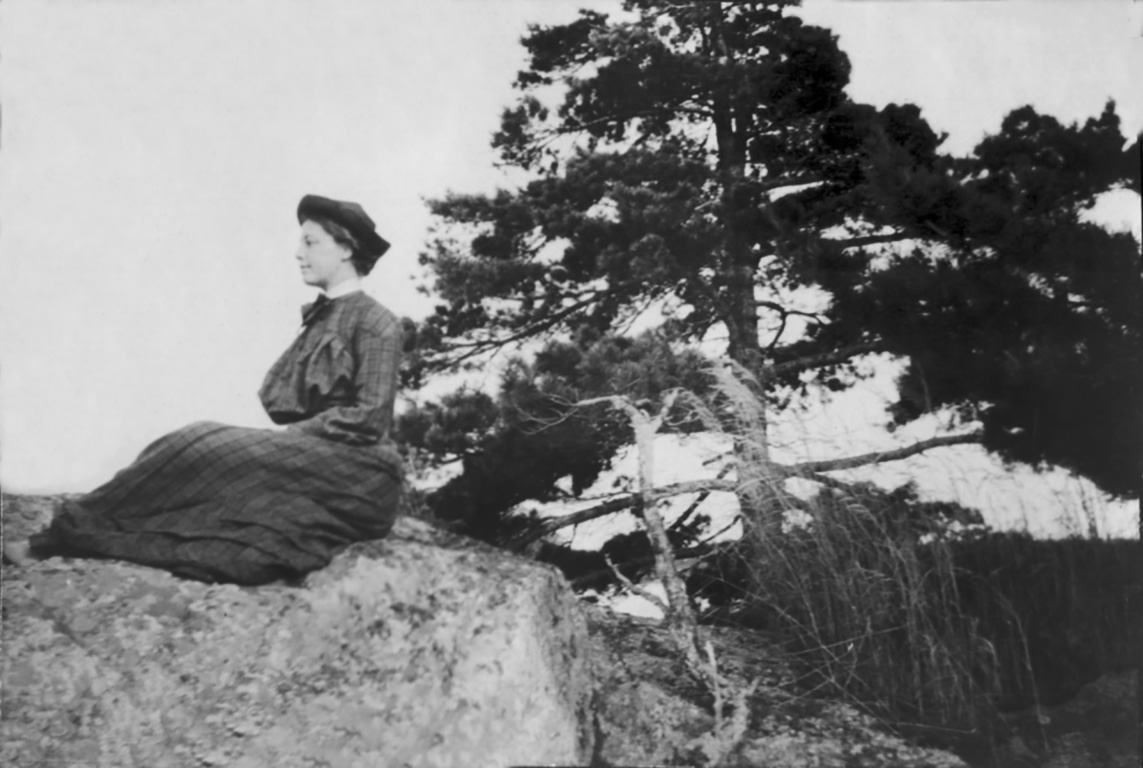May Bragdon took naturally to Georgian Bay, later buying an island in the area in 1905. She named it Mandalay, after a poem by Rudyard Kipling about a young woman waiting for a soldier's return.