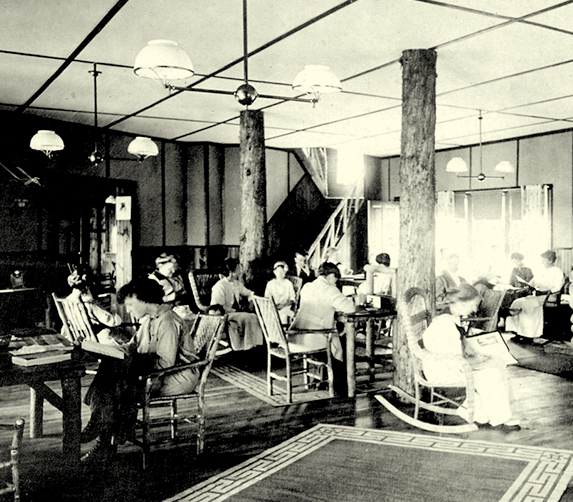 After the hotel's second expansion, in 1913, life in the lounge remained unchanged for decades.