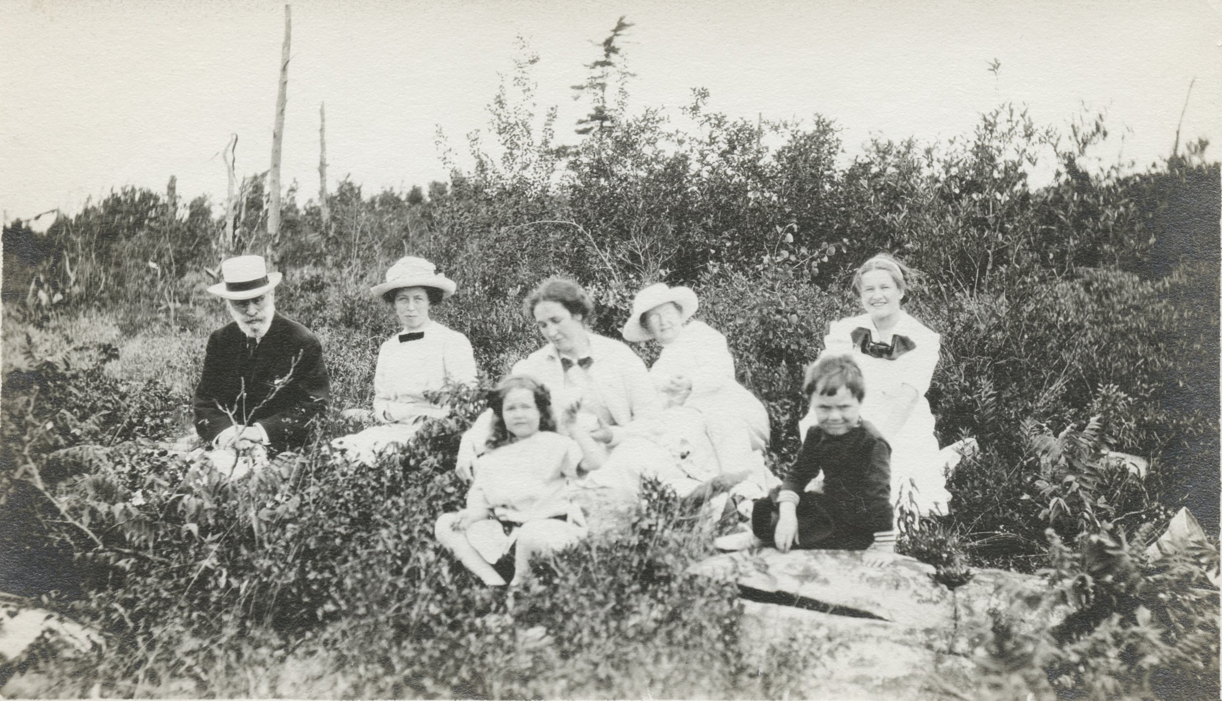 1920's Ojibway picnic HPK centre RBK Mr. Clifford Mordon on left (from Hamilton).jpeg