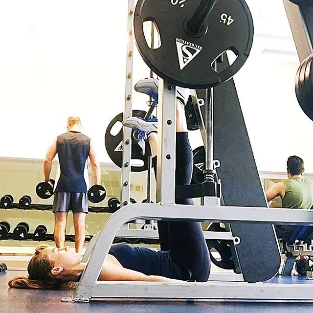Wanna try something new for your leg workout? Try this superset of inverted leg press and lunges. I did 3 sets 10-12 reps. . . . .  #fitness #strongwomen #strong #personaltrainer #strengthtraining #juststrong #sierratrainingandyoga #innerstrength #mystrength #strengthcoach #mentalstrength #womenworkout #onlineworkoutplans #fitnessplan #gymworkouts #strongmind #fitnessfam #fitnesspro #weightlifter #strongerthanyesterday