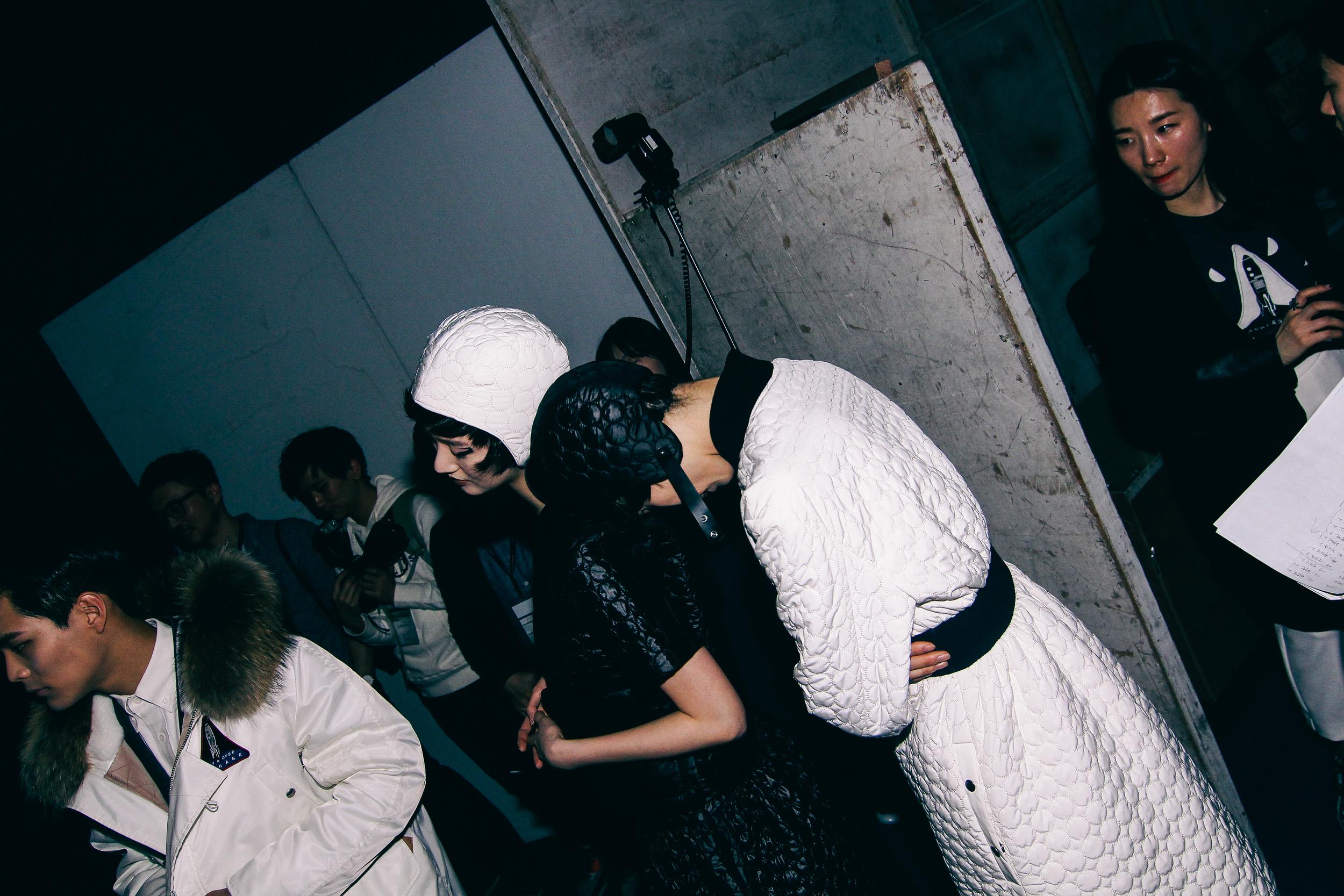 Backstage-SeoulFashionWeek-FW15-15