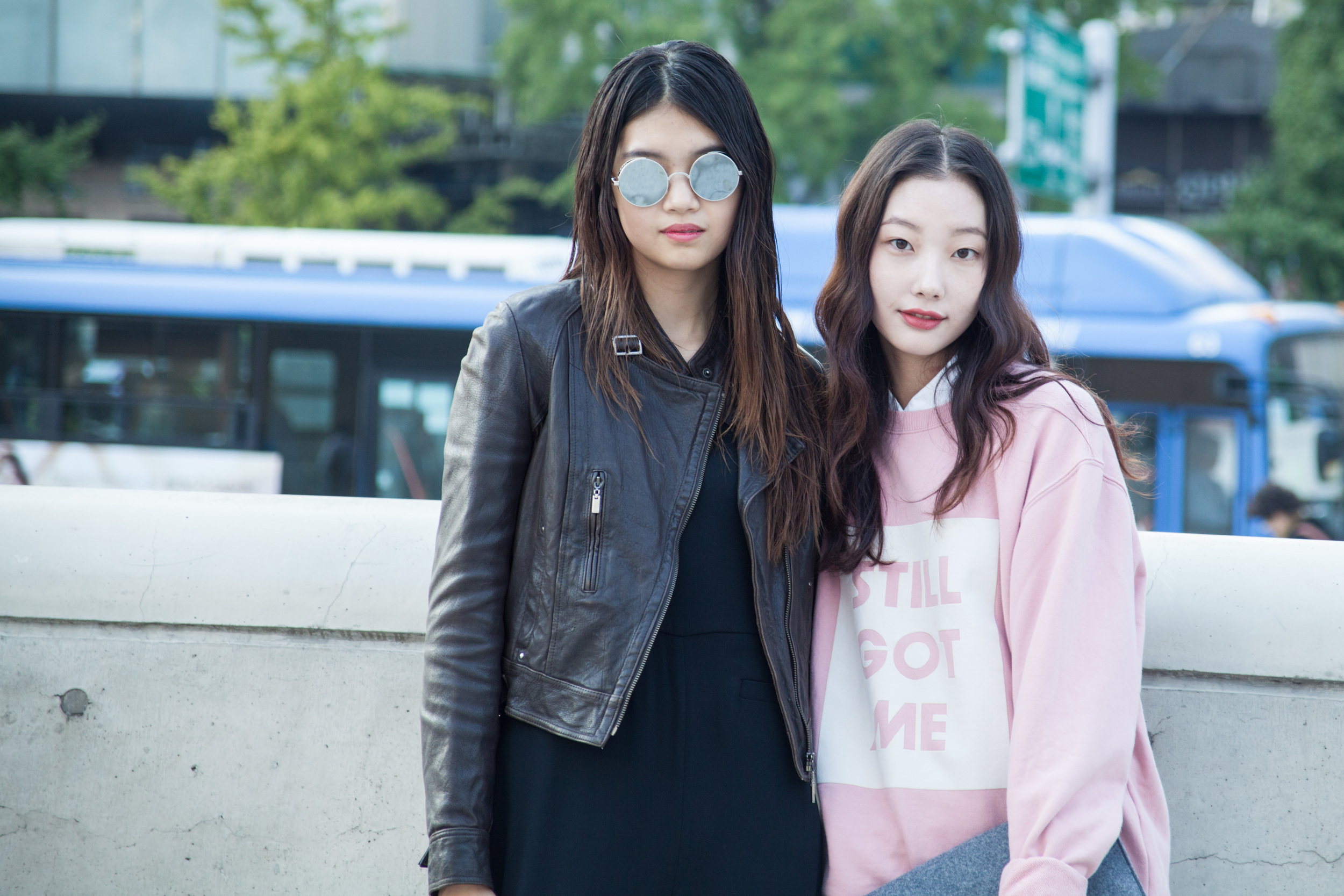 SeoulFashionWeek-SS16-street-style-mirrored-sunglasses-1