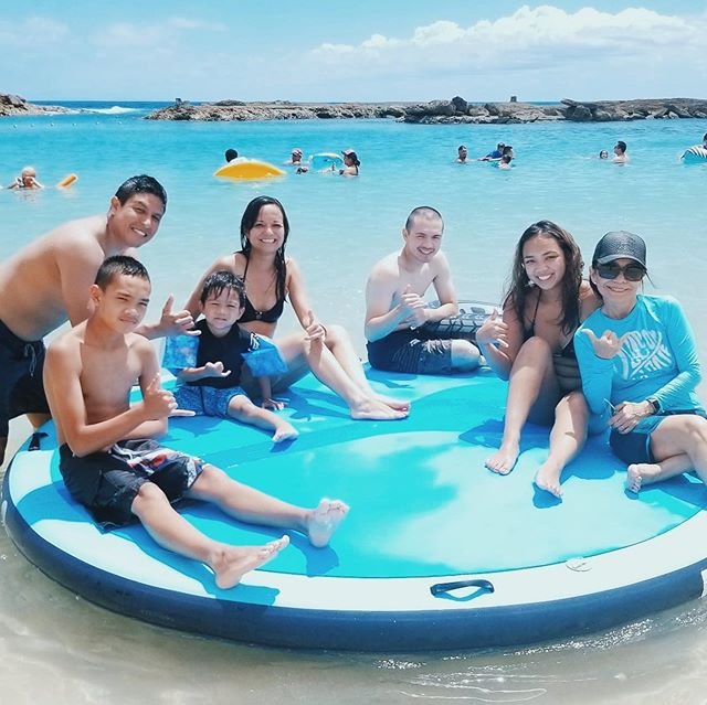 Summer fun! On our Ohana islands and SUPS... @koolinaresort . . . #summerfun #fouroceans #paddlehi #koolina #summer #hawaii #lagoon #lagoonfun @fouroceanskoolina