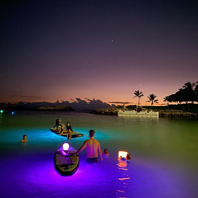 Glow paddle in #koolina is pure magic....Light up the night with a glow paddle session. So much fun. @fouroceanshawaii . . . #hawaii #glowsup #sup #standuppaddke #paddleboard #paddlehi #nightpaddle #lagoon #disneyaulani #fourseasons #marriottbeachclub #beachvillas #nightlife
