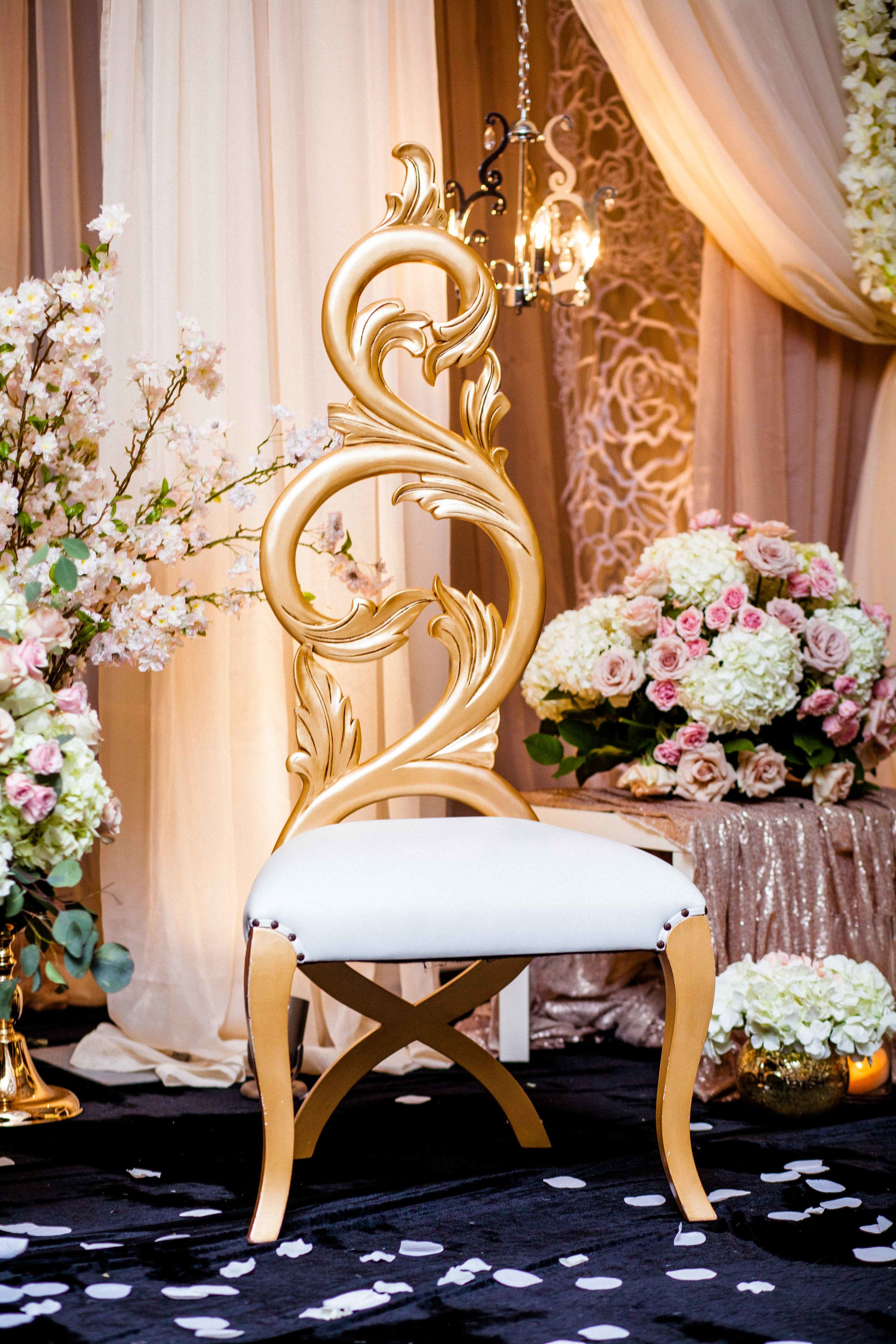 Wedding cake gold white karimah gheddai photography African Wedding Photographer Muslim Habesha Somali Pakistani Indian Sultana Wedding Decor Apollo Convention Centre Mississauga Ontario Luxury