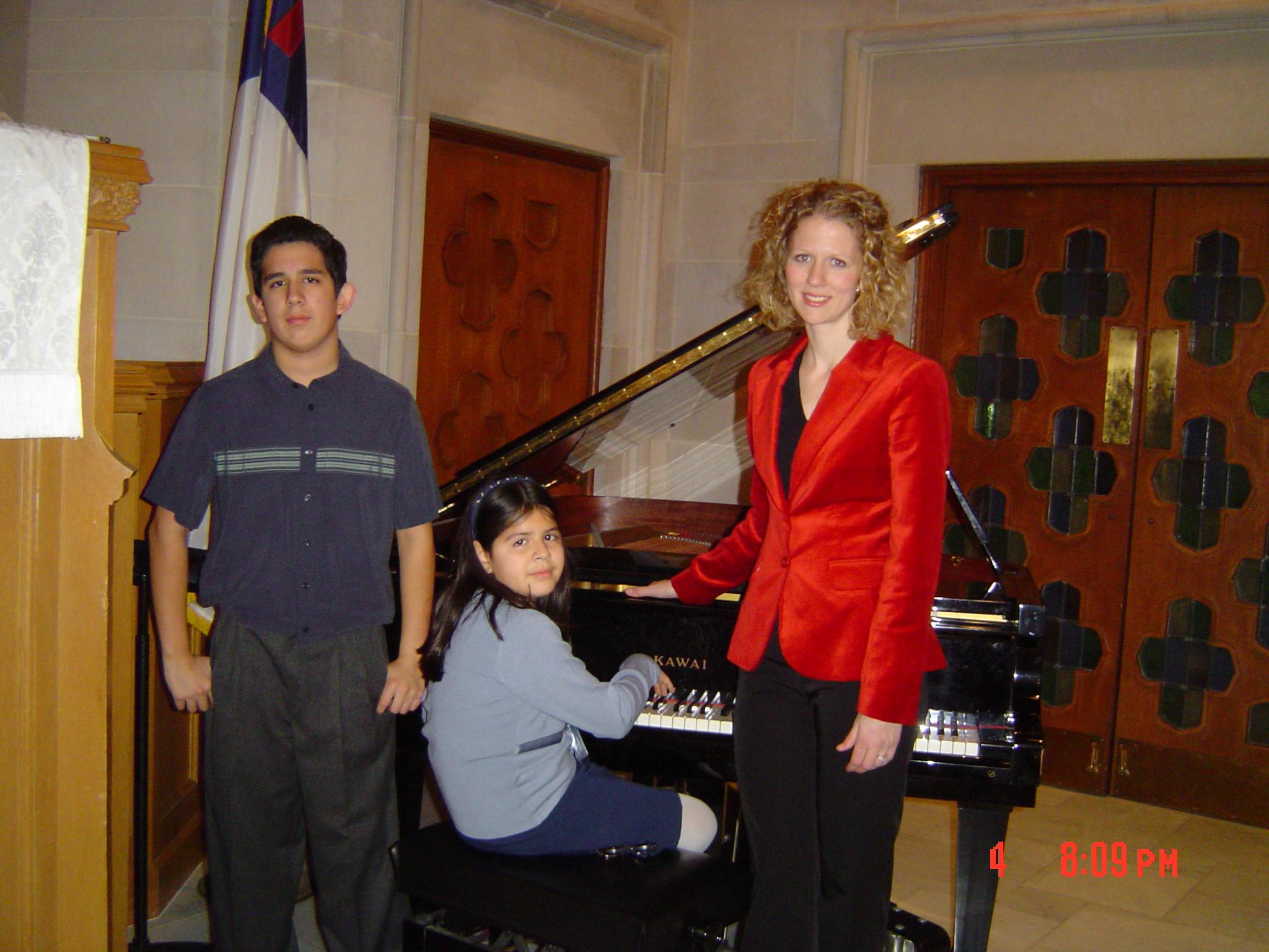 Vince Alyssa & Ashlee Piano Recital_8 years.JPG