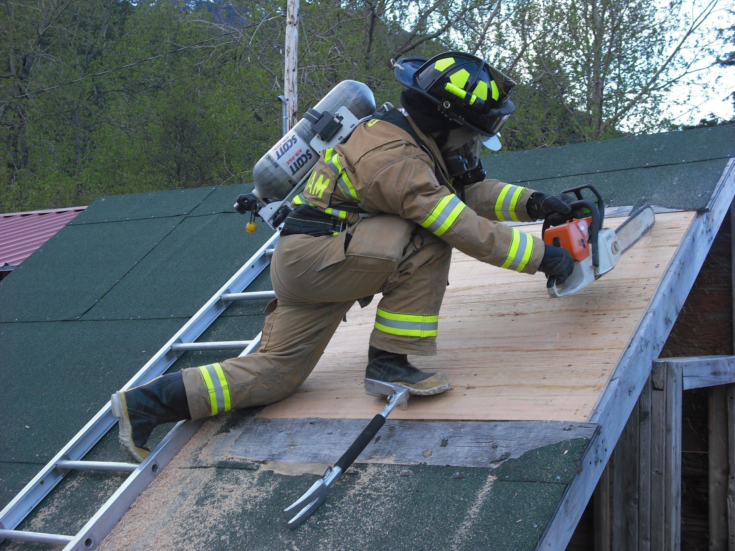 SCBA Training & Car Fire 059.jpg