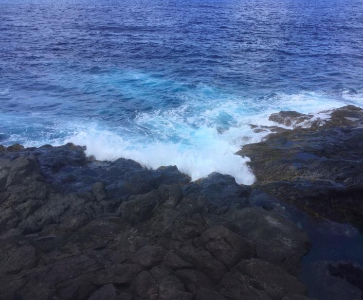 Crashing waves on the rocks