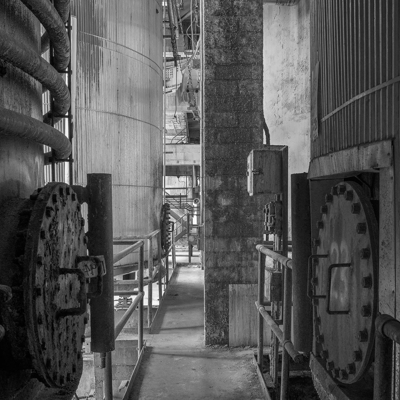 Lower catwalk between Liquid Storage Tanks, 6th floor, Finishing Building