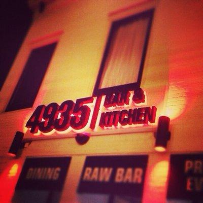 4935-bar-and-kitchen-01.jpg