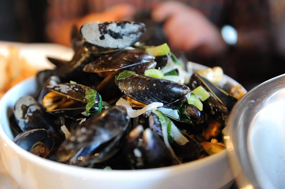 st-arnolds-mussel-bar-01.jpg
