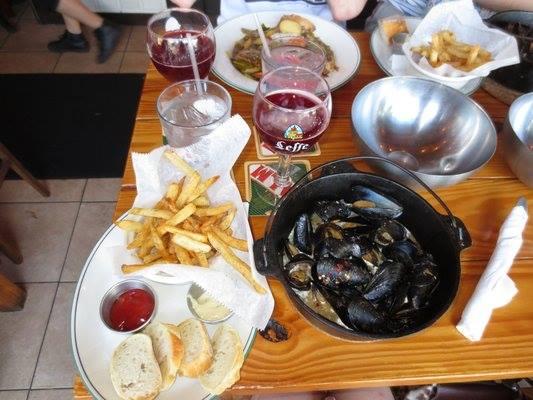 st-arnolds-mussel-bar-07-a.jpg