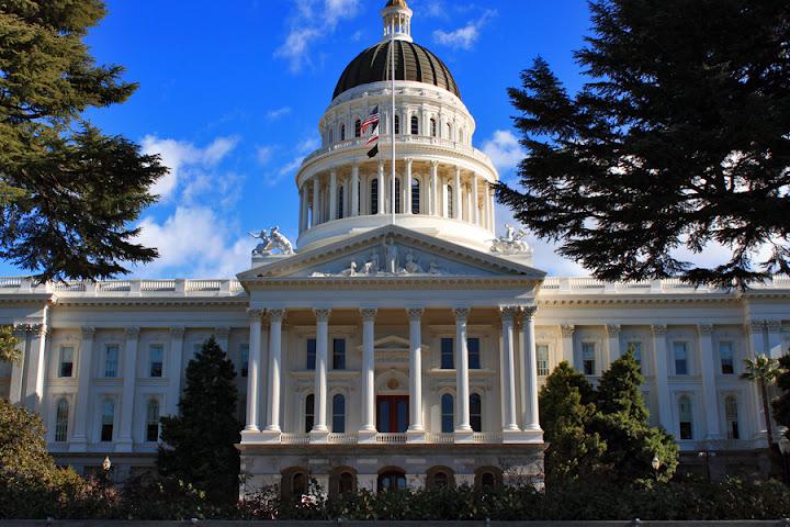 California_State_Capitol_Building,_Sacramento,_California.jpg