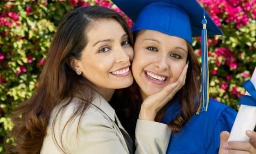 graduation day_hispanic family.jpg