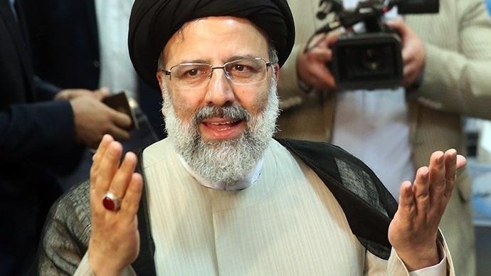 Ebrahim_Raisi_registering_at_the_2017_Iranian_presidential_election_07.jpg