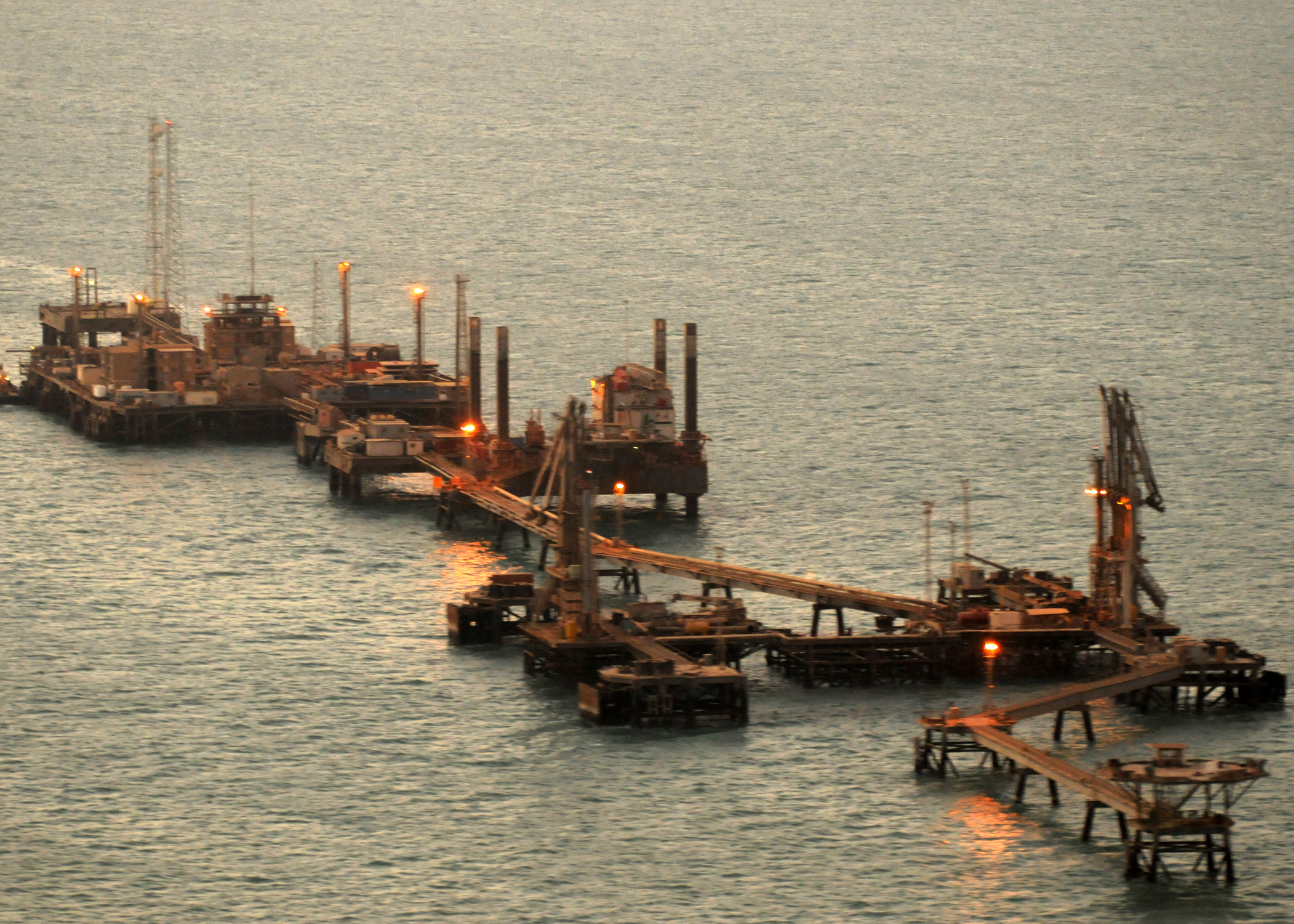 Iraq's_Khawr_Al_Amaya_Oil_Platform_(KAAOT)_just_after_sunrise.jpg