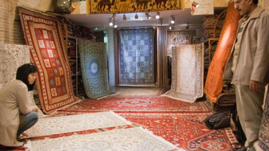 iran-buying-a-persian-carpet-sonya-and-the-carpet-seller.jpg