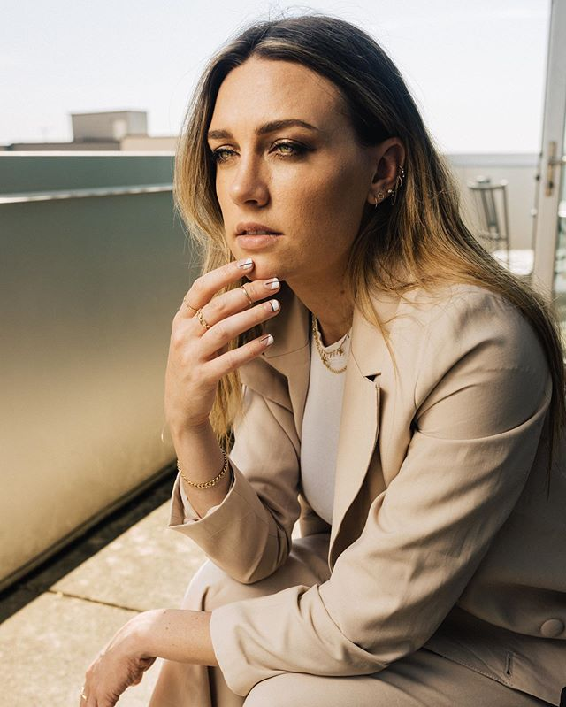 Sweet @chelsealankes from a shoot w/ @considerthewldflwrs keeping that accessory game 💯. Styled and directed: @hanniegreg