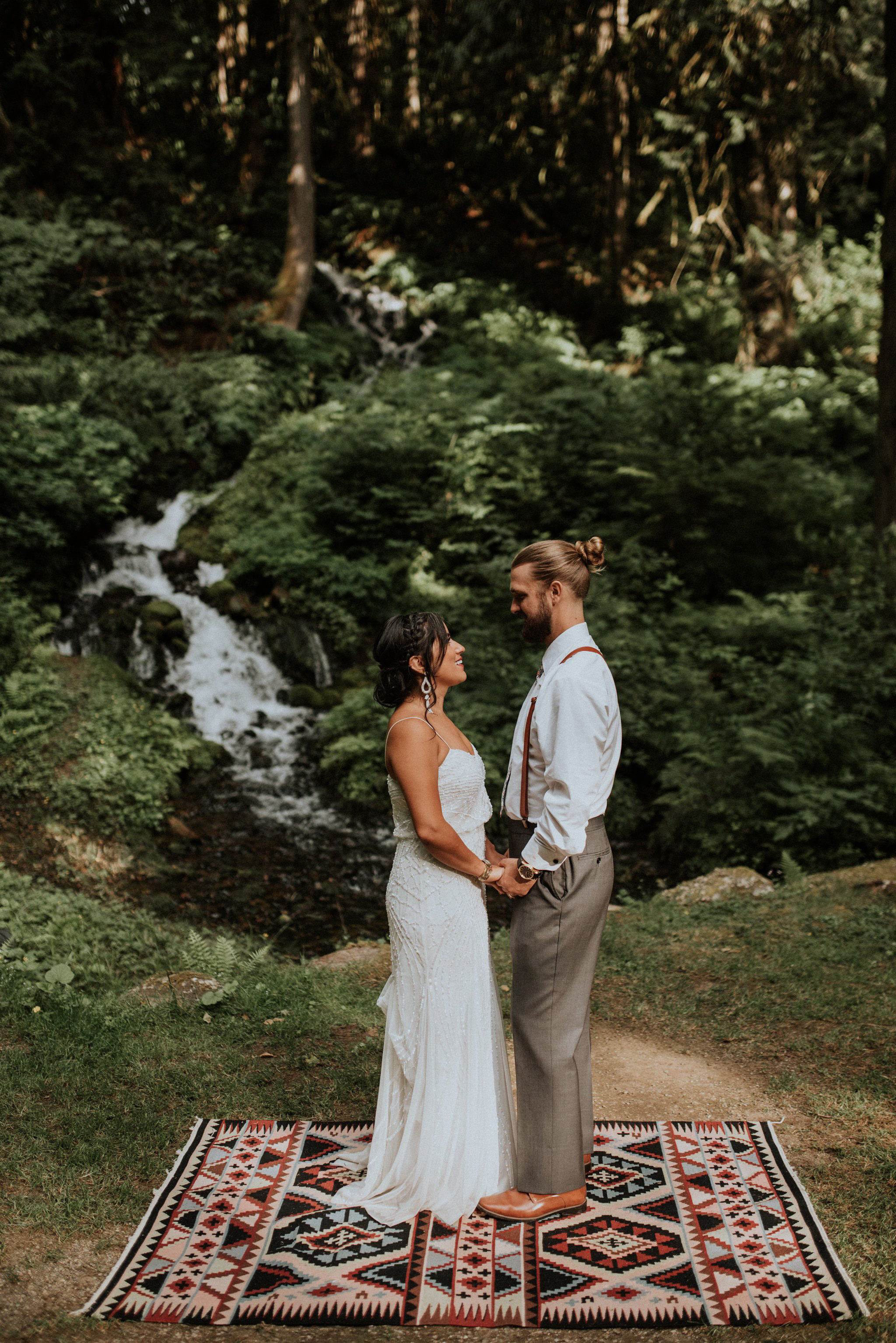 intimate-boho-campfire-wedding-shangri-la-on-the-green-seattle-wedding-photographer-caitlyn-nikula-photography-95.jpg