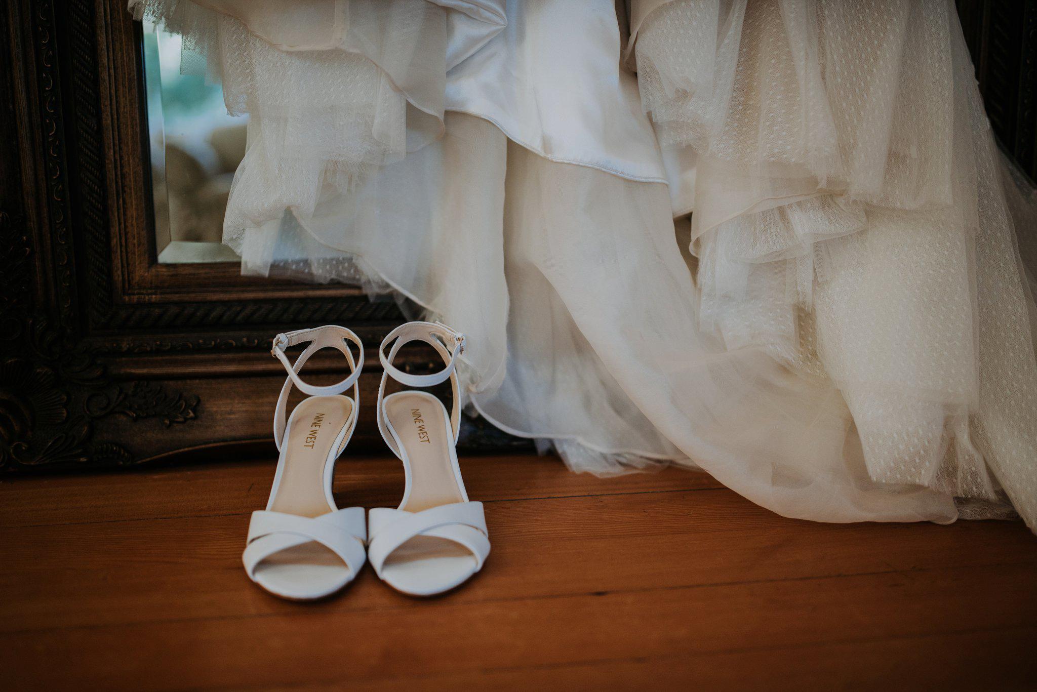 kristen-and-cody-the-kelley-farm-wedding-seattle-photographer-caitlyn-nikula-3.jpg