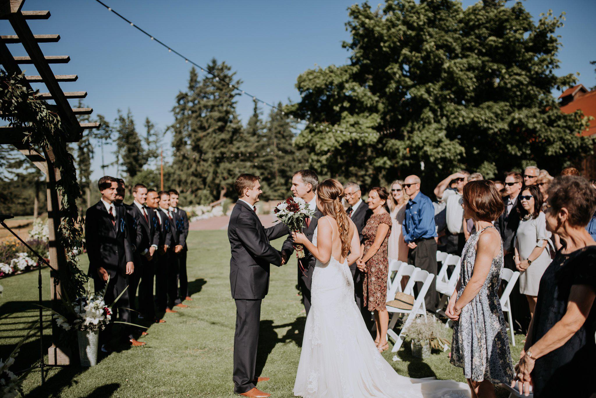 kristen-and-cody-the-kelley-farm-wedding-seattle-photographer-caitlyn-nikula-61.jpg