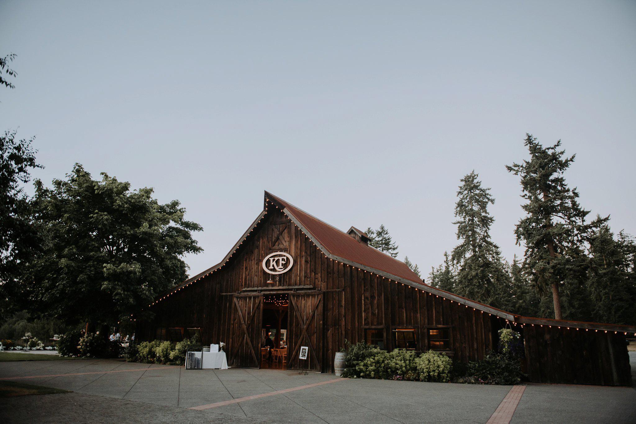 kristen-and-cody-the-kelley-farm-wedding-seattle-photographer-caitlyn-nikula-69.jpg