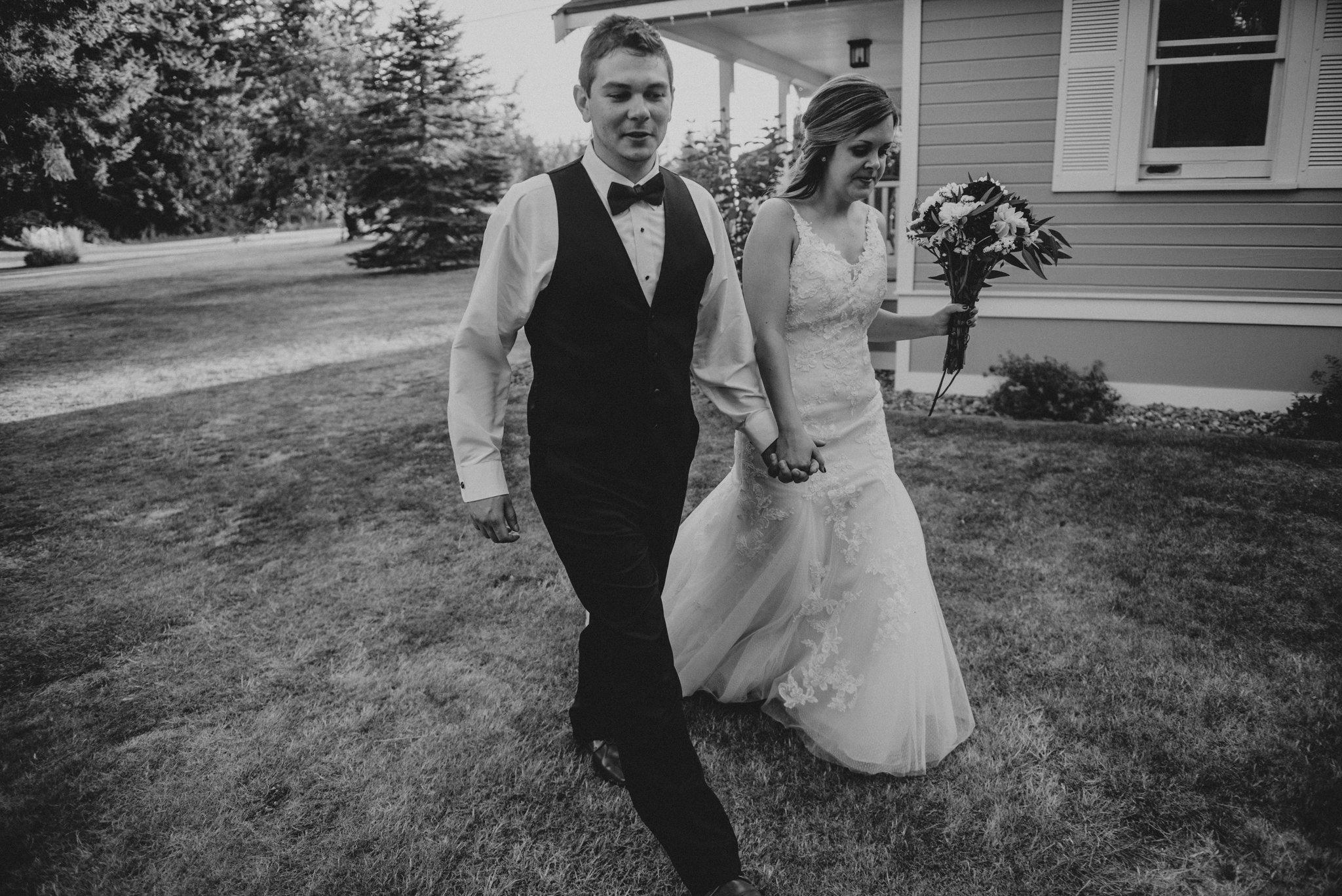 kristen-and-cody-the-kelley-farm-wedding-seattle-photographer-caitlyn-nikula-97.jpg
