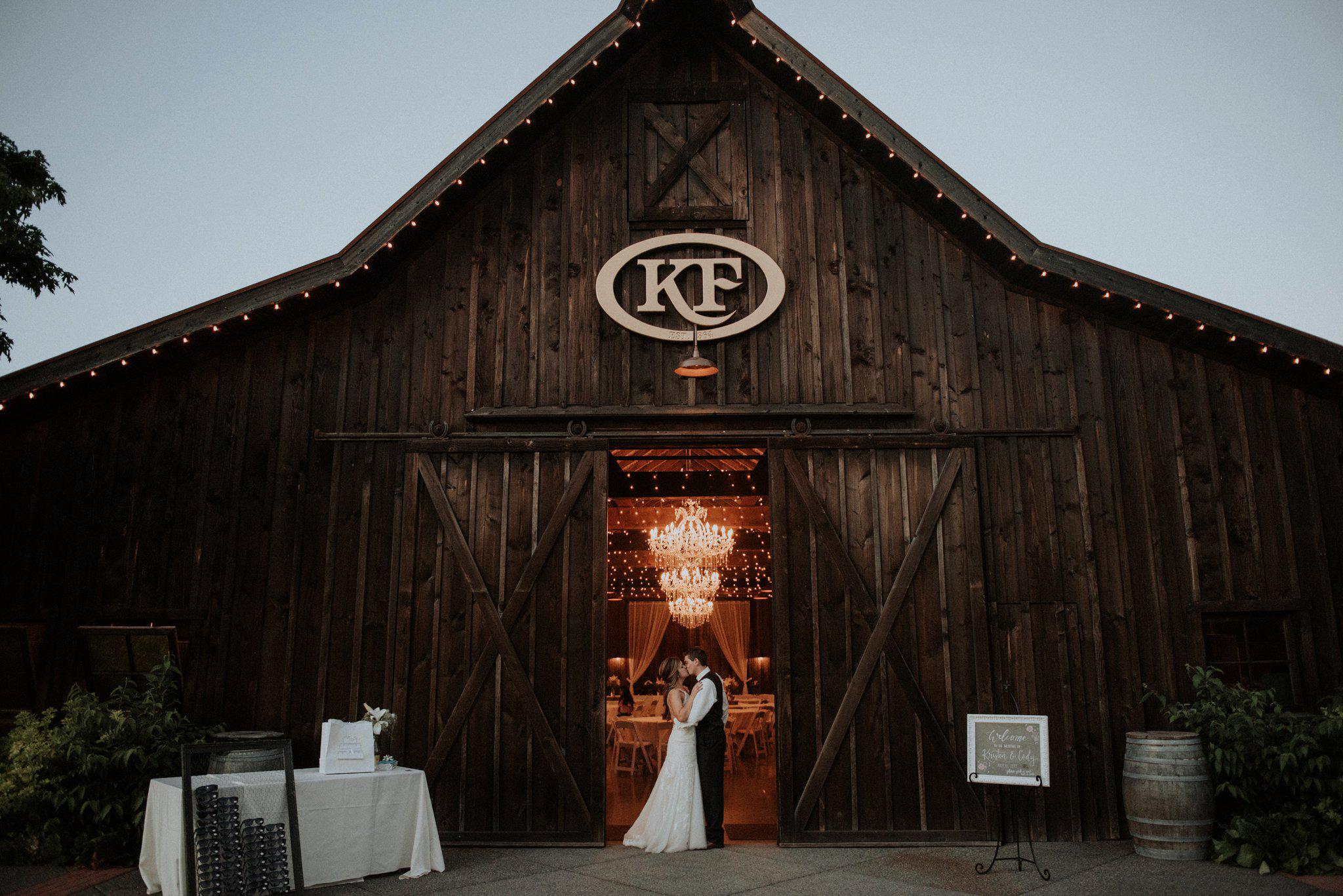 kristen-and-cody-the-kelley-farm-wedding-seattle-photographer-caitlyn-nikula-100.jpg