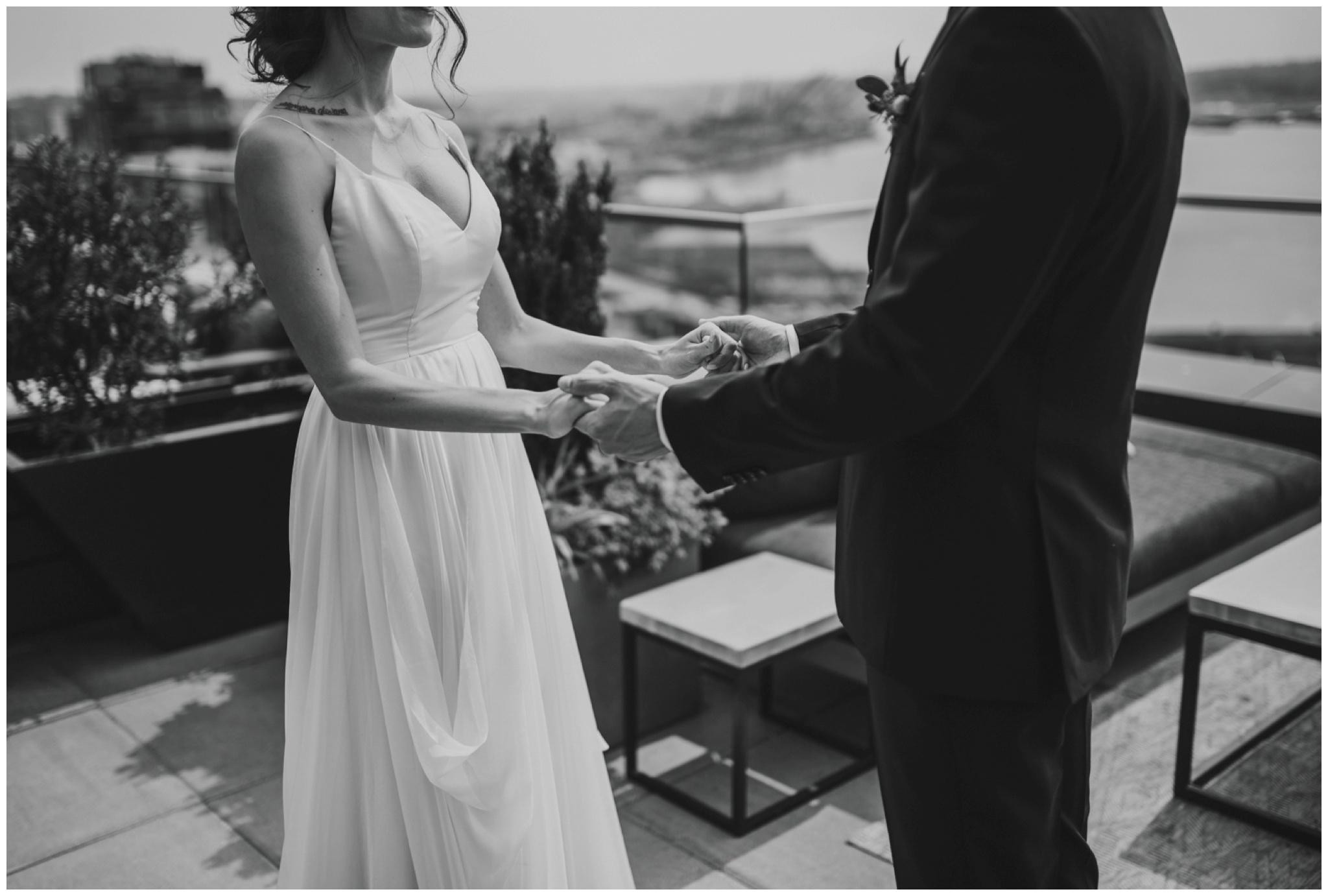 alyssa-keiran-westland-distillery-urban-seattle-wedding-photographer-caitlyn-nikula-52.jpg