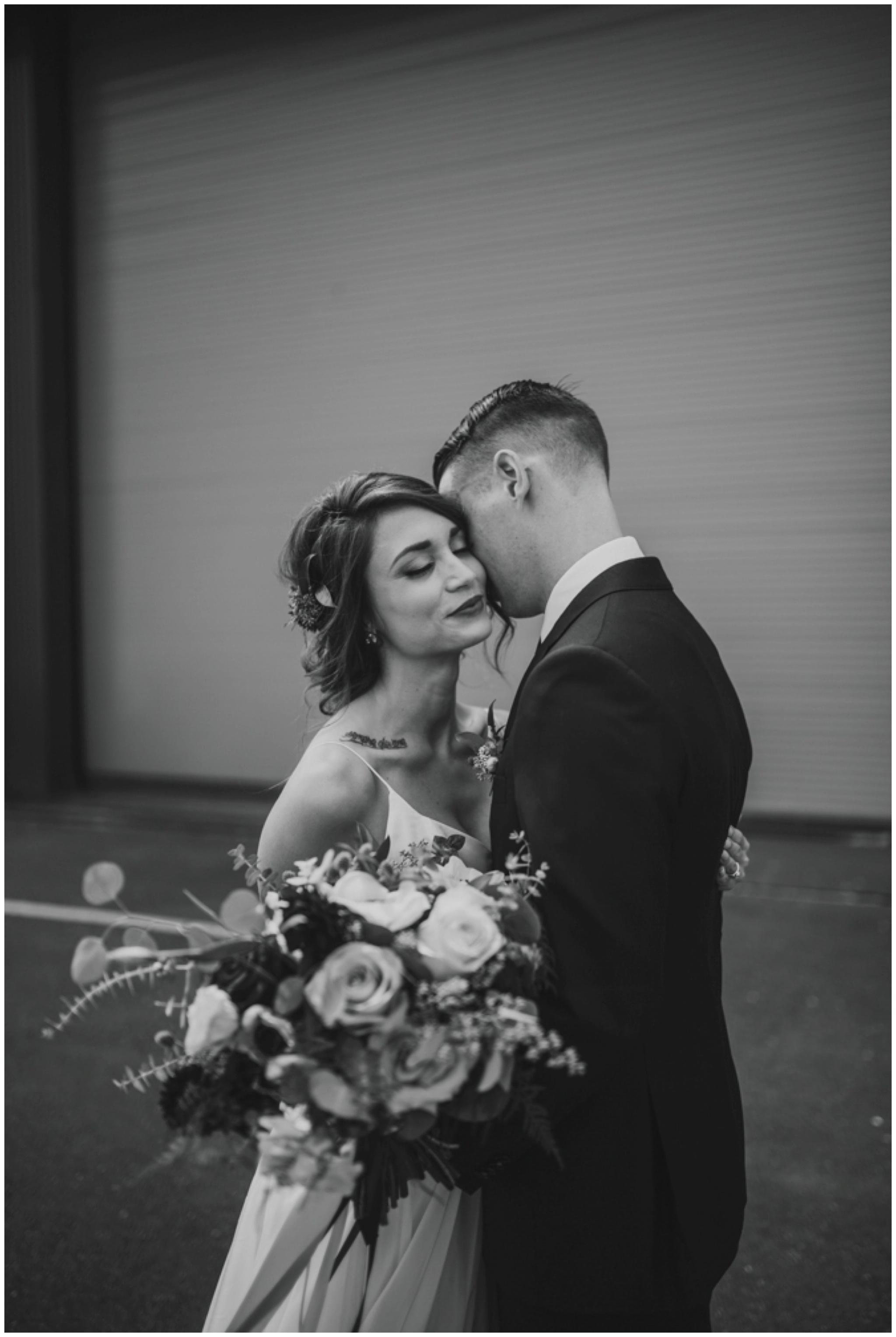 alyssa-keiran-westland-distillery-urban-seattle-wedding-photographer-caitlyn-nikula-61.jpg
