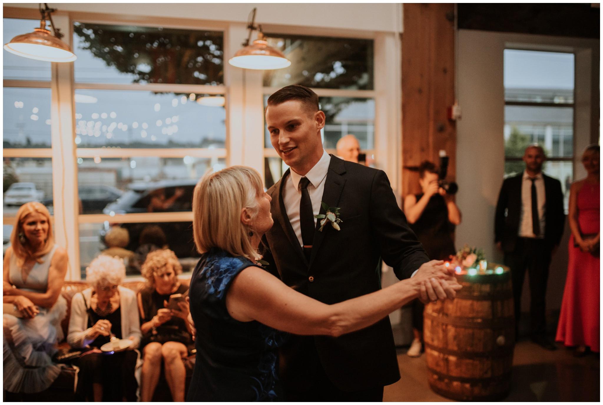 alyssa-keiran-westland-distillery-urban-seattle-wedding-photographer-caitlyn-nikula-152.jpg