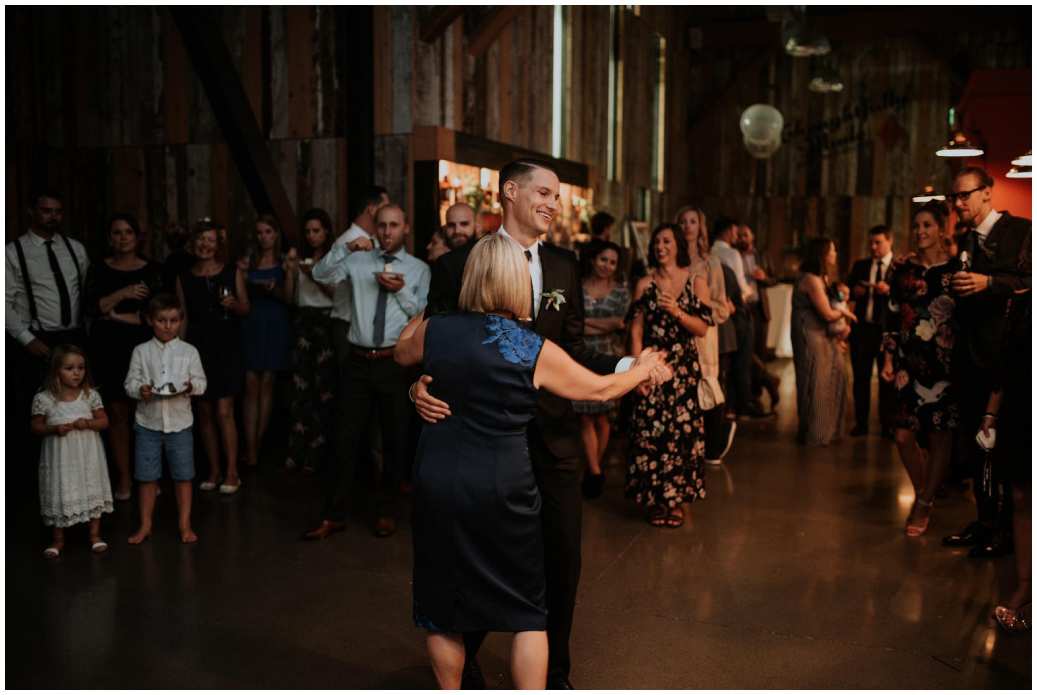 alyssa-keiran-westland-distillery-urban-seattle-wedding-photographer-caitlyn-nikula-153.jpg