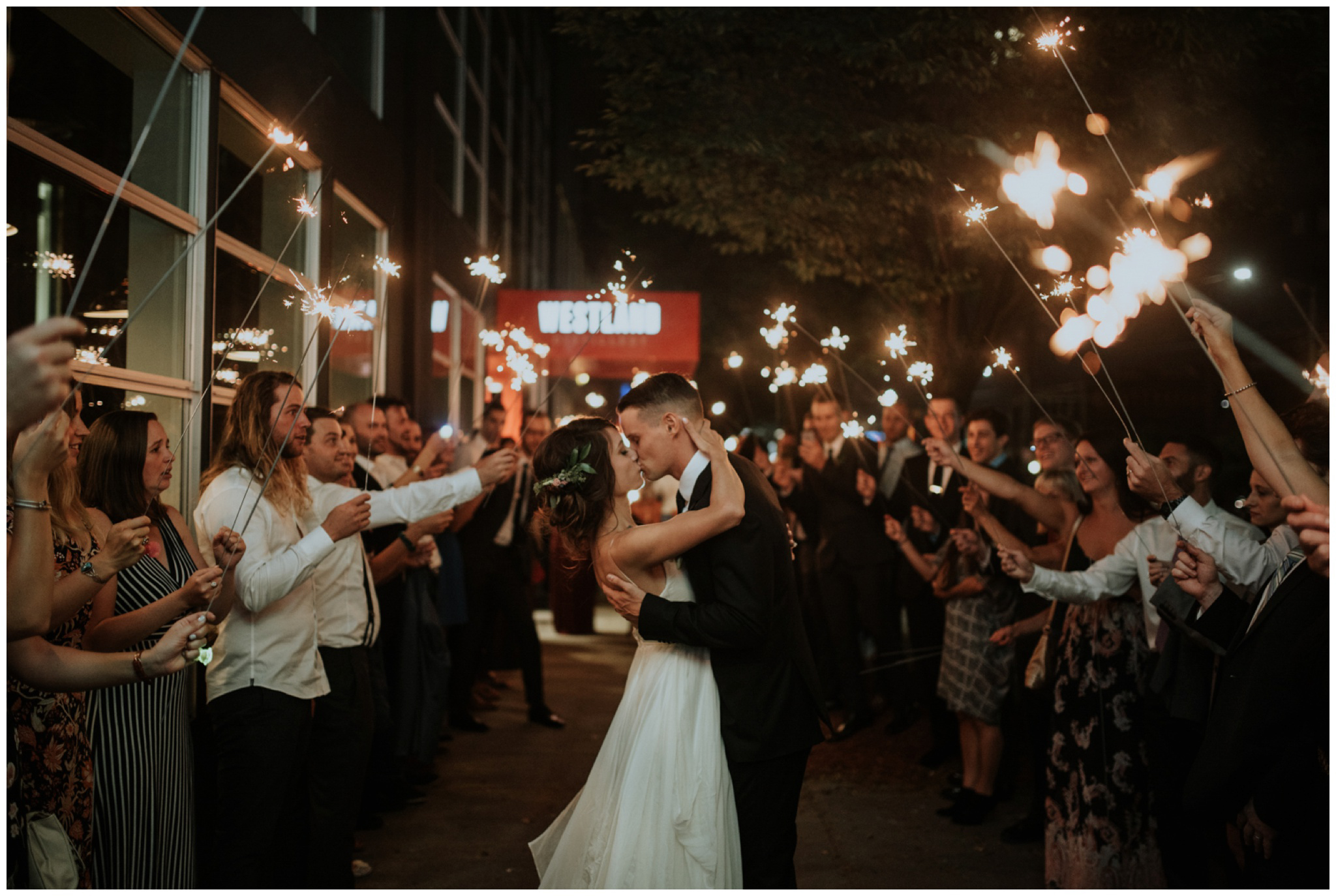 alyssa-keiran-westland-distillery-urban-seattle-wedding-photographer-caitlyn-nikula-174.jpg