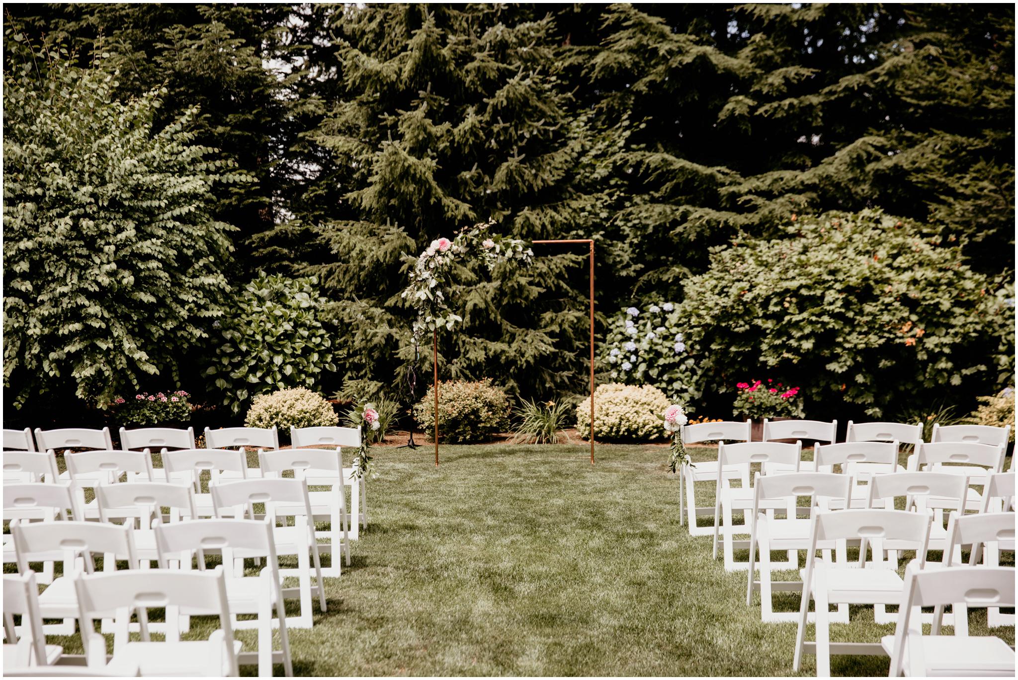 erin-and-tyler-evergreen-gardens-bellingham-wedding-photographer-056.jpg