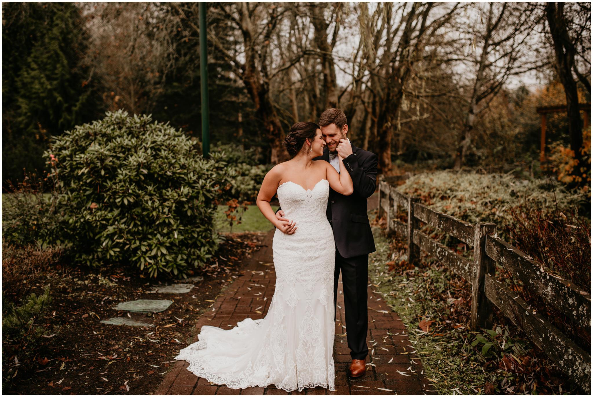 ashley-tj-the-pickering-barn-winter-wedding-seattle-photographer-027.jpg