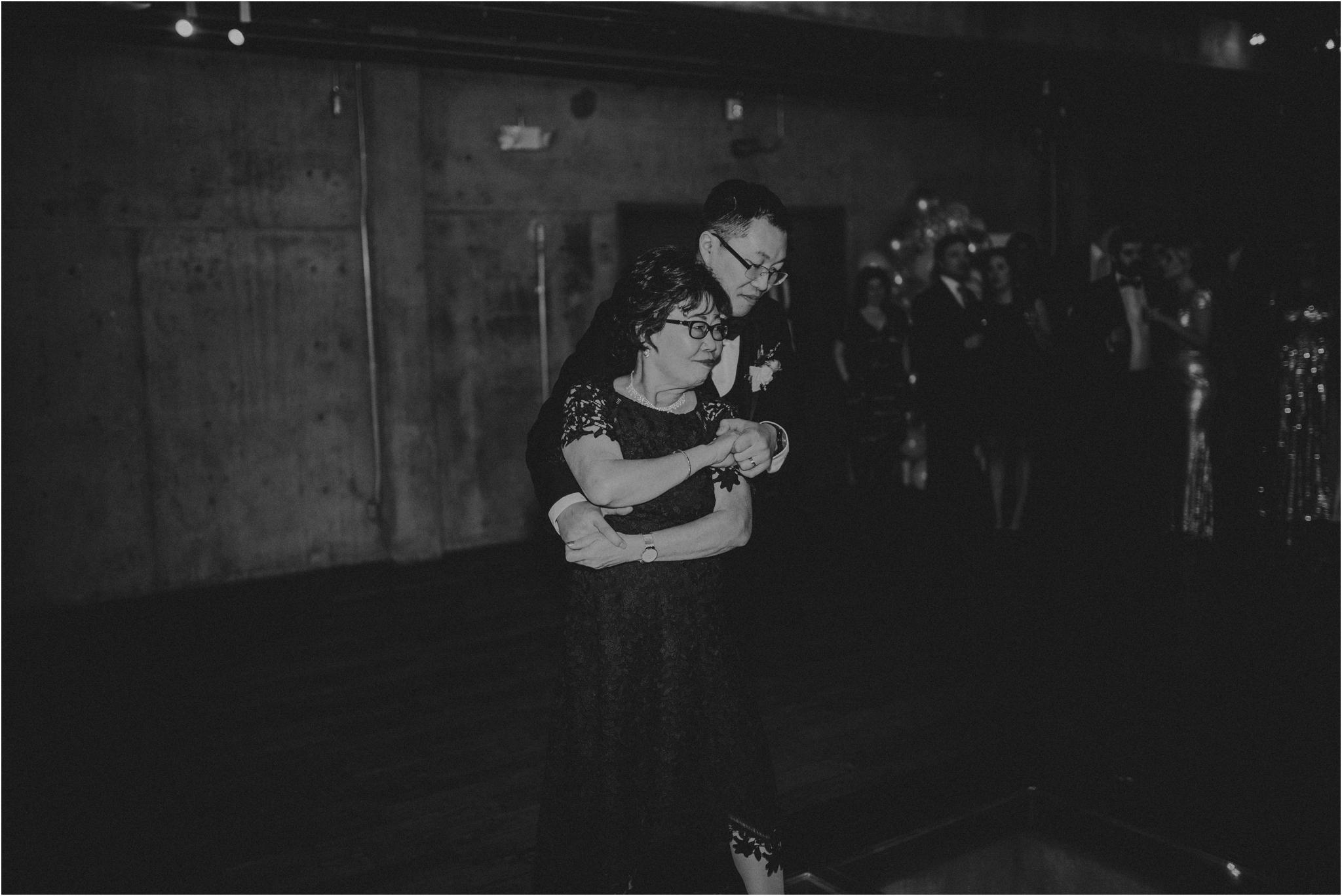 ashley-and-david-fremont-foundry-seattle-washington-wedding-photographer-132.jpg