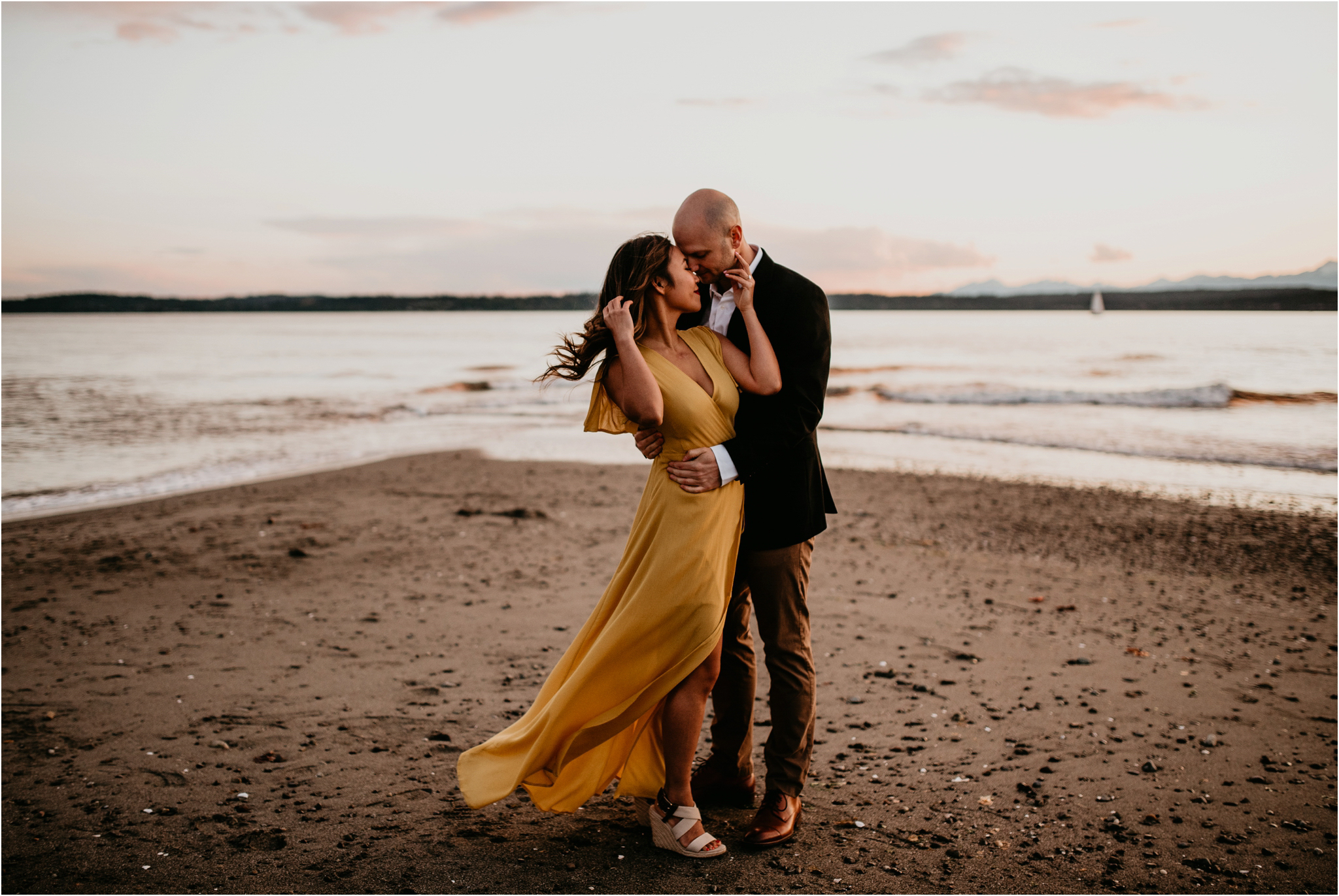 thuy-and-andrew-discovery-park-seattle-beach-engagement-session-043.jpg