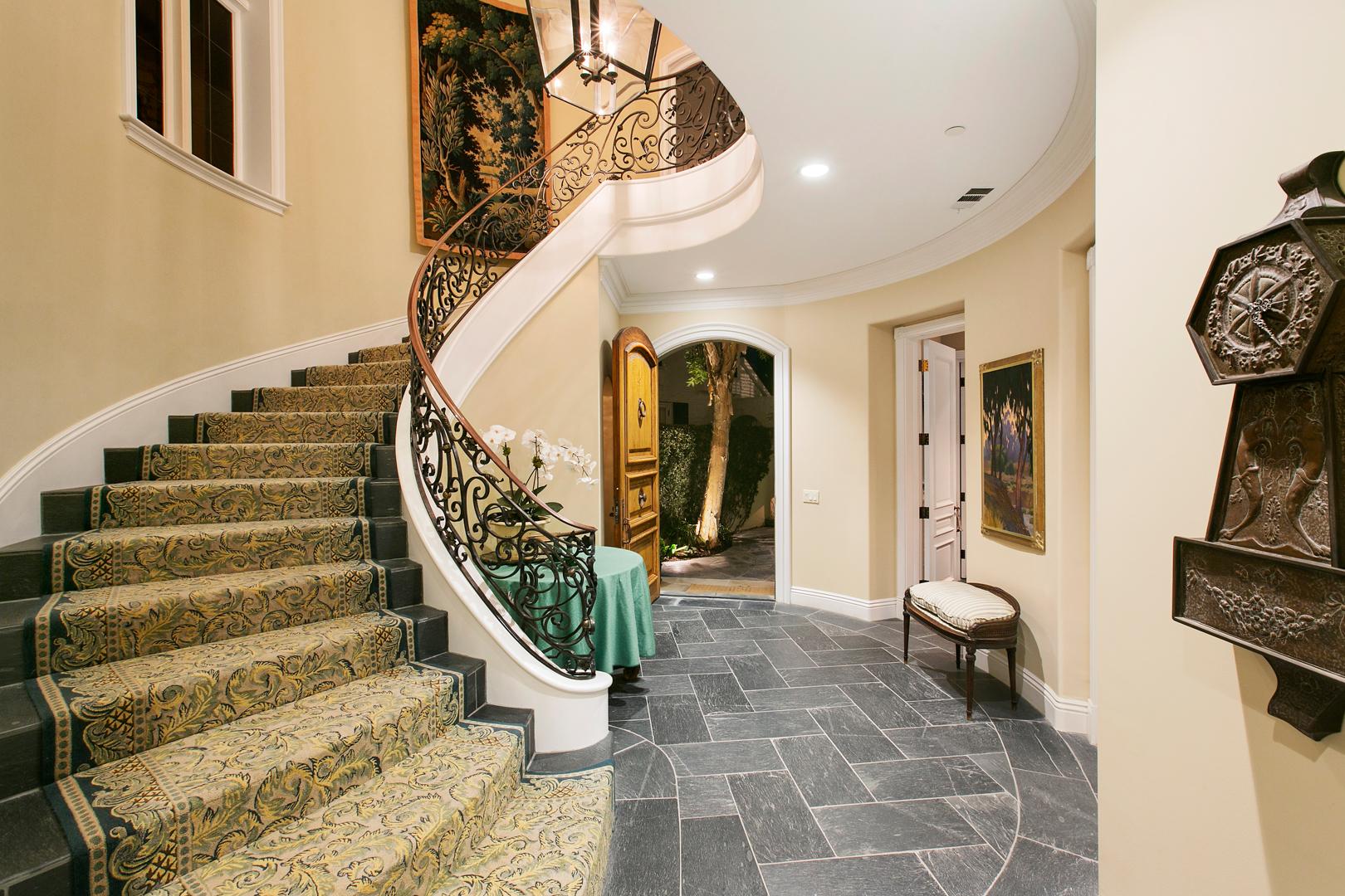 Foyer-2-MLS.jpg
