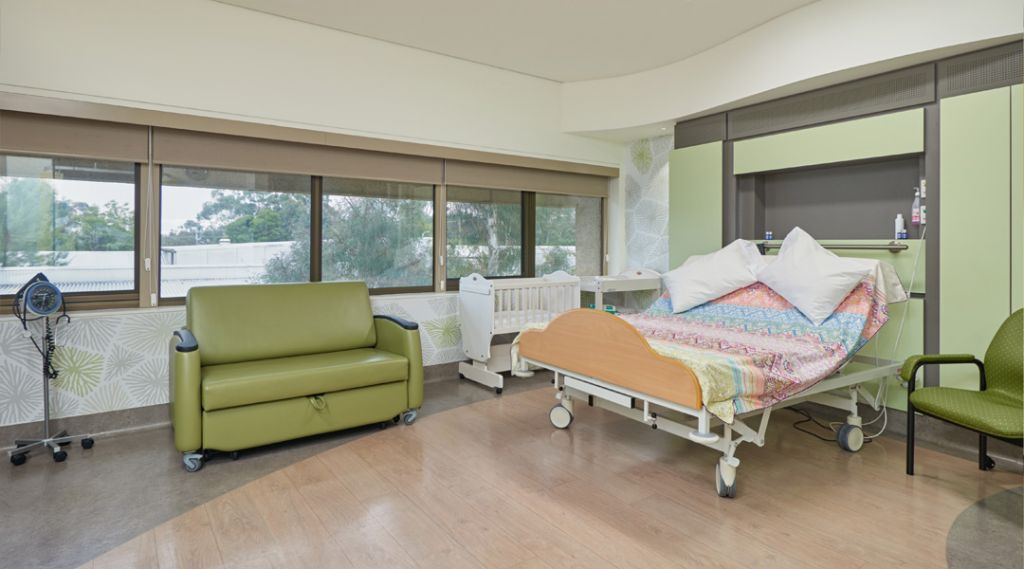 carousel-birthing-suite-bassinet-1024x569.jpg