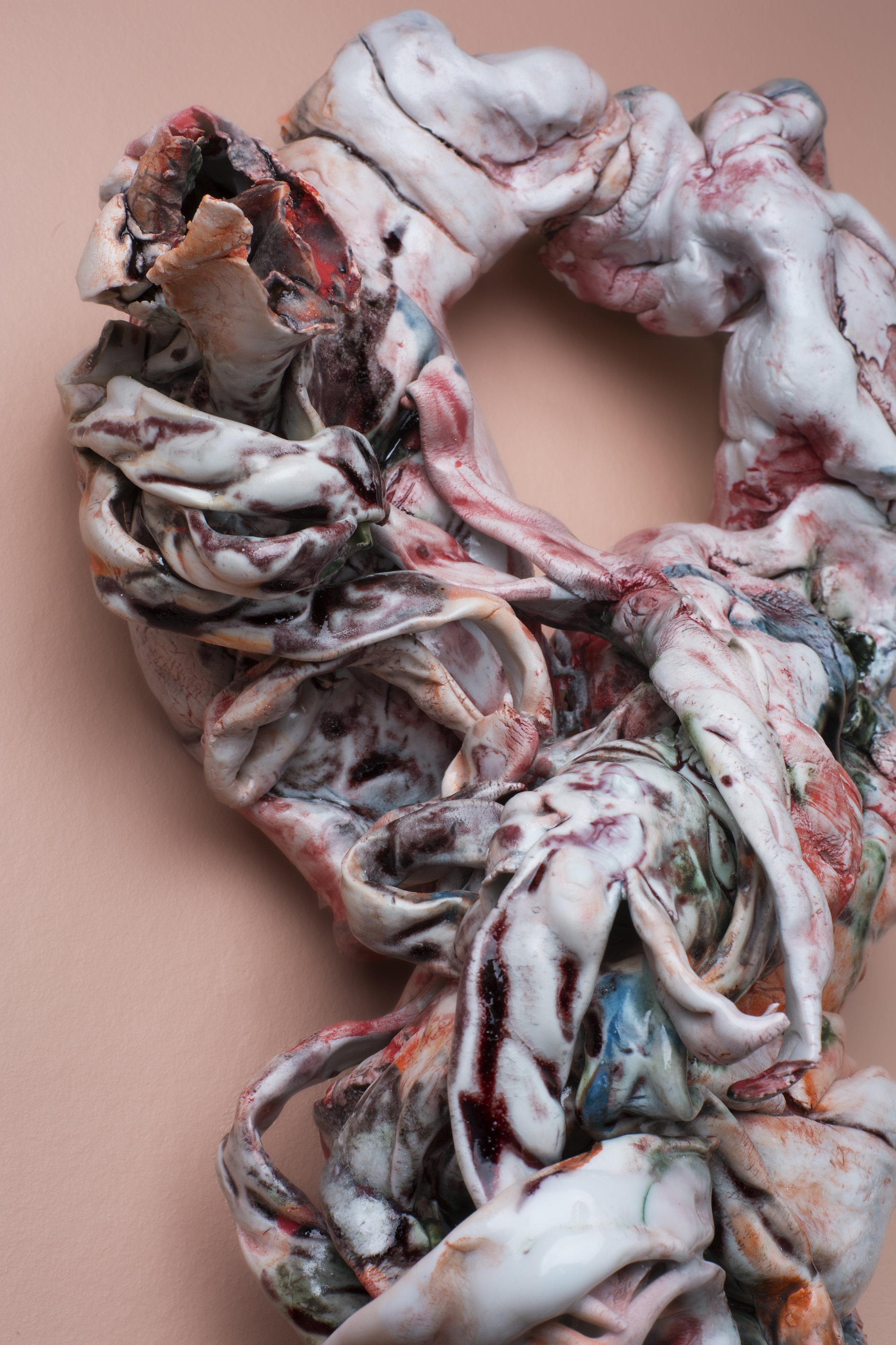 Irene Nordli. Detalj fra  Veggforbindelser  vist på utstillingen Porselensrommet i Galleri Format, Oslo. Foto: Lars Myhren Holand