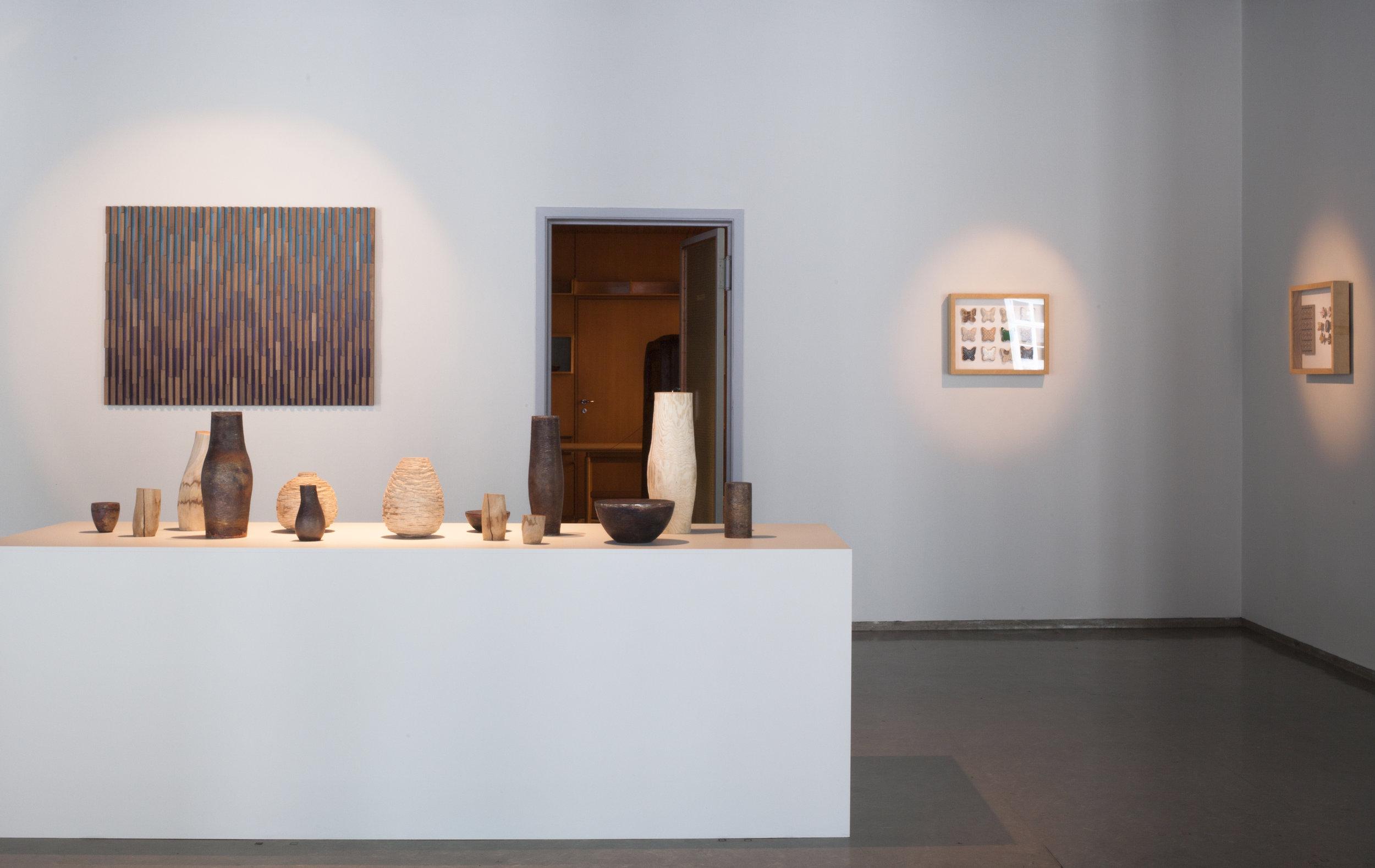 Oversiktsbilde fra utstillingen What Wood Would på Nordenfjeldske Kunstindustrimseum