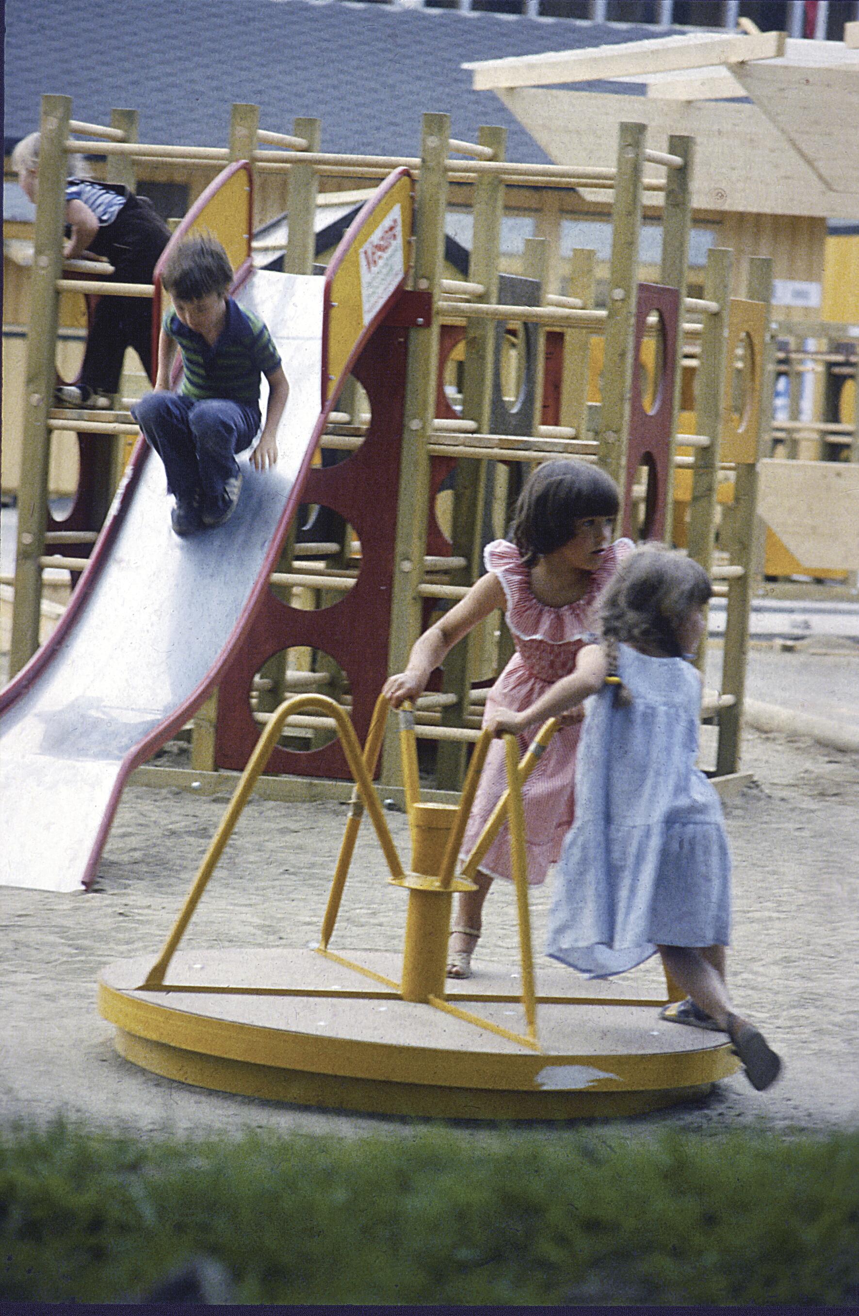 Lekeapparatene til Vestre har preget barndommen til mange 70-, 80- og 90-tallsbarn i landet. Foto: Vestre Street Furniture